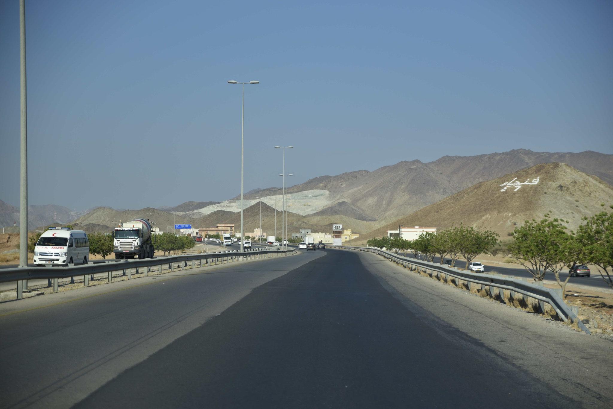 Erste Eindrücke auf dem Weg von Muscat nach Nizwa ins Landesinnere