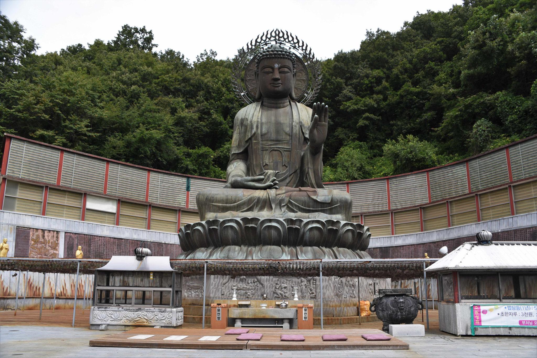 Mittelpunkt der Anlage mit 1000 Buddha-Statuen