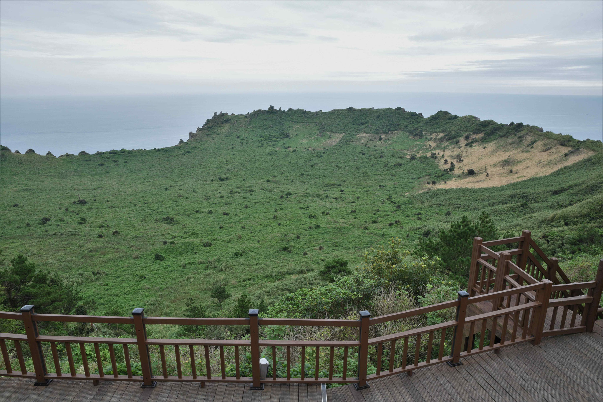 Am Krater des Vulkans Ilchulbong