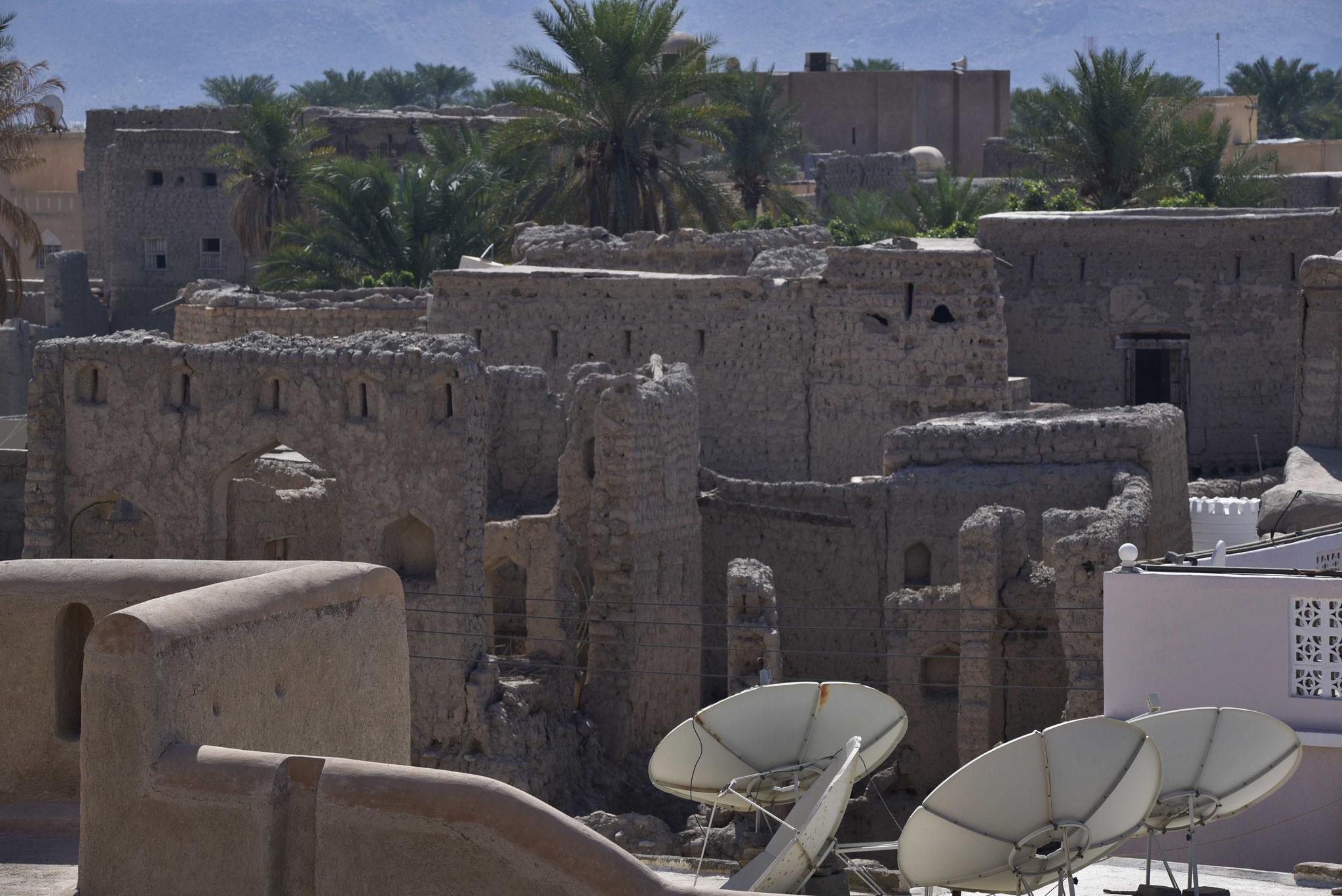 Blick auf Lehmhäuser vom alten Nizwa