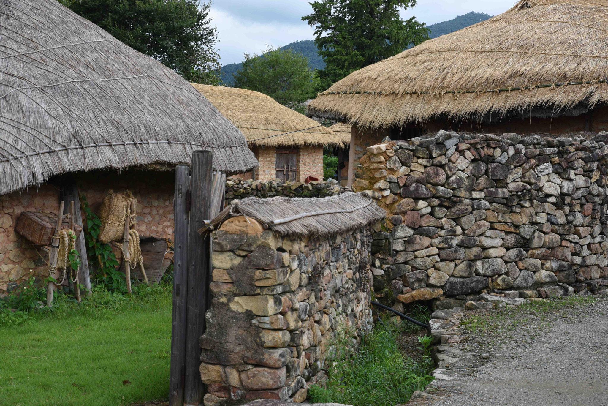 Steinmauer als Grundstücksgrenze