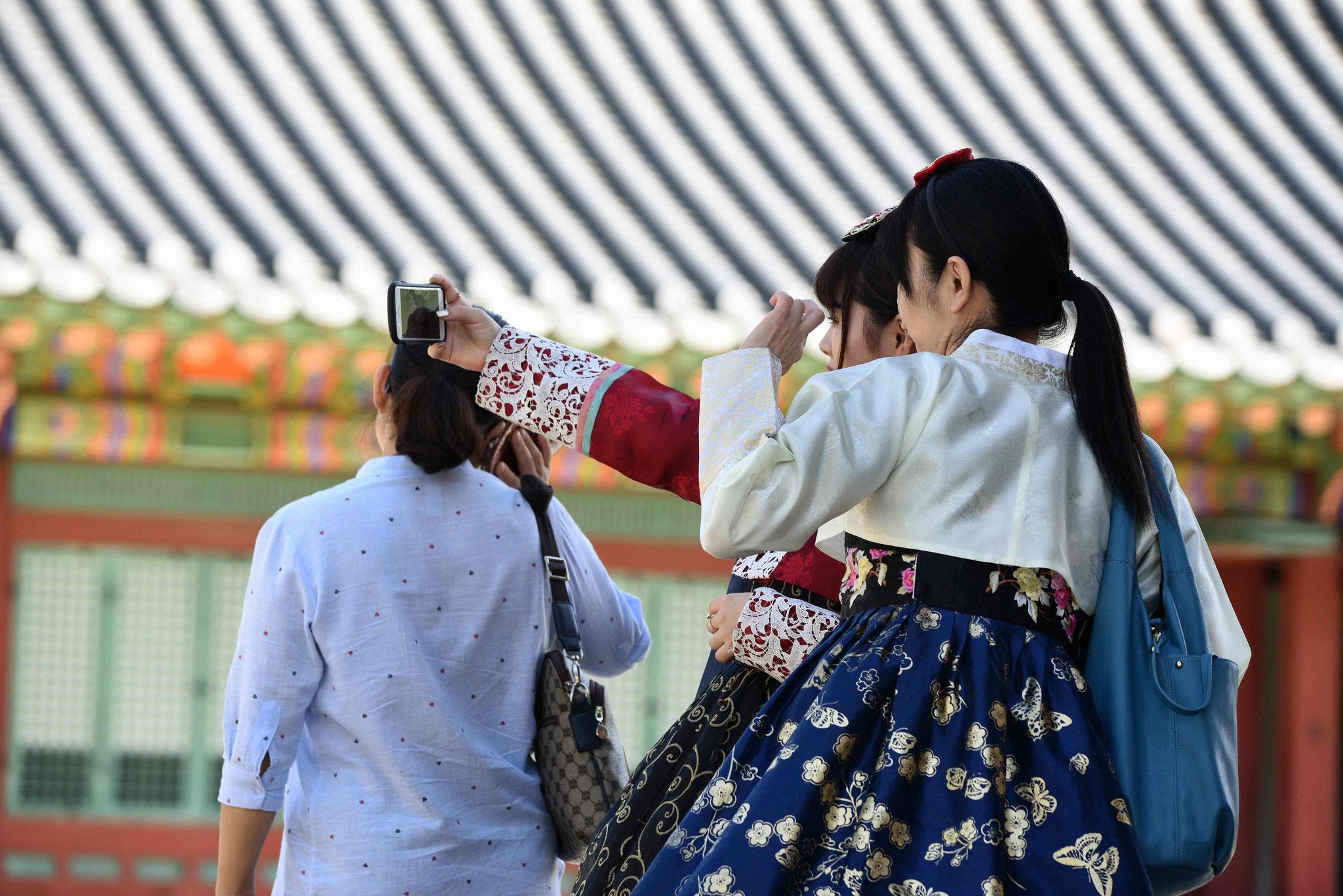 Selfie mit Hanbok (koreanische Tracht)
