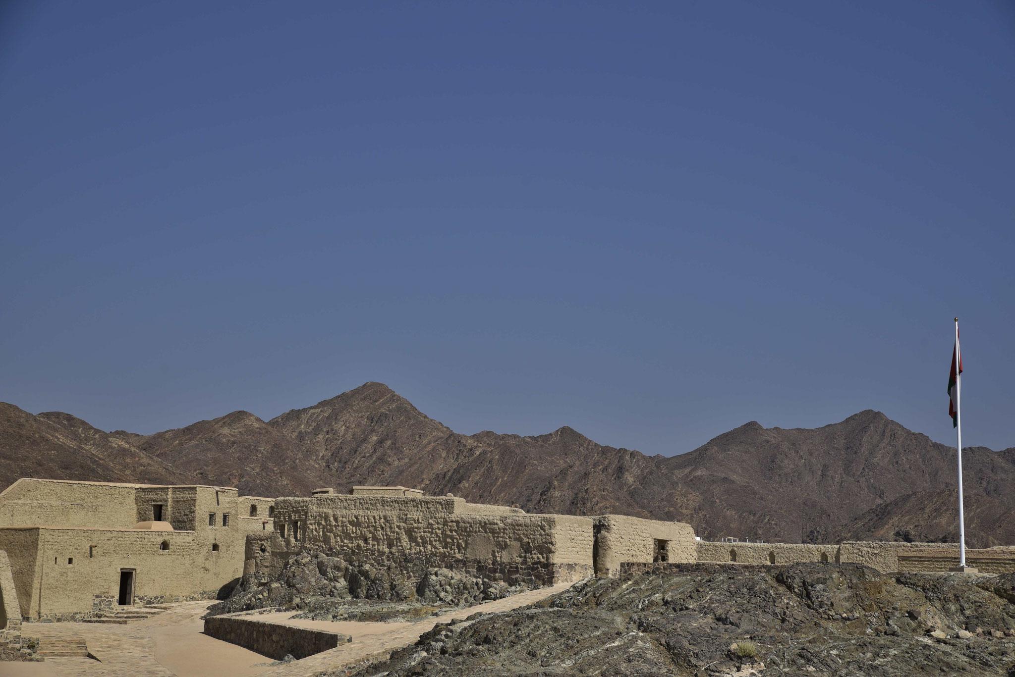 Lehmhäuser im Inneren des Forts