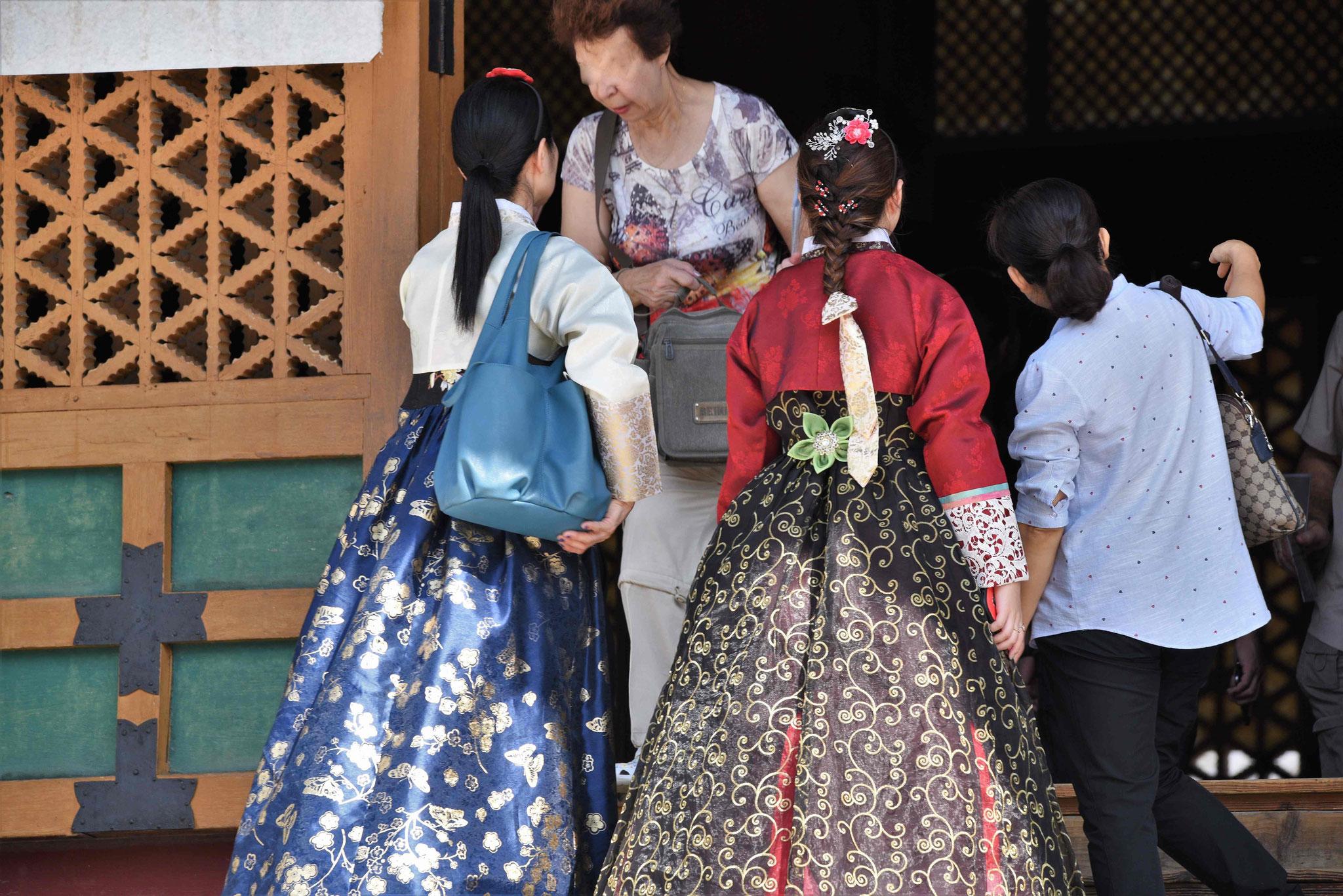 Hanbok-Trägerinnen