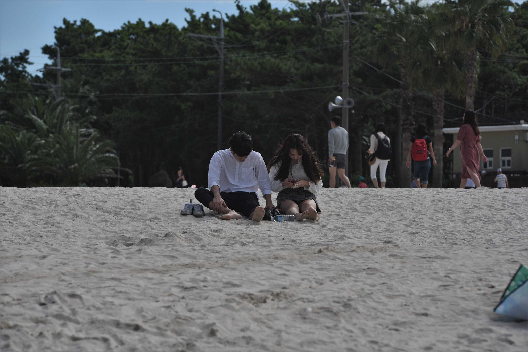 Die Selfies werden gleich am Strand geteilt