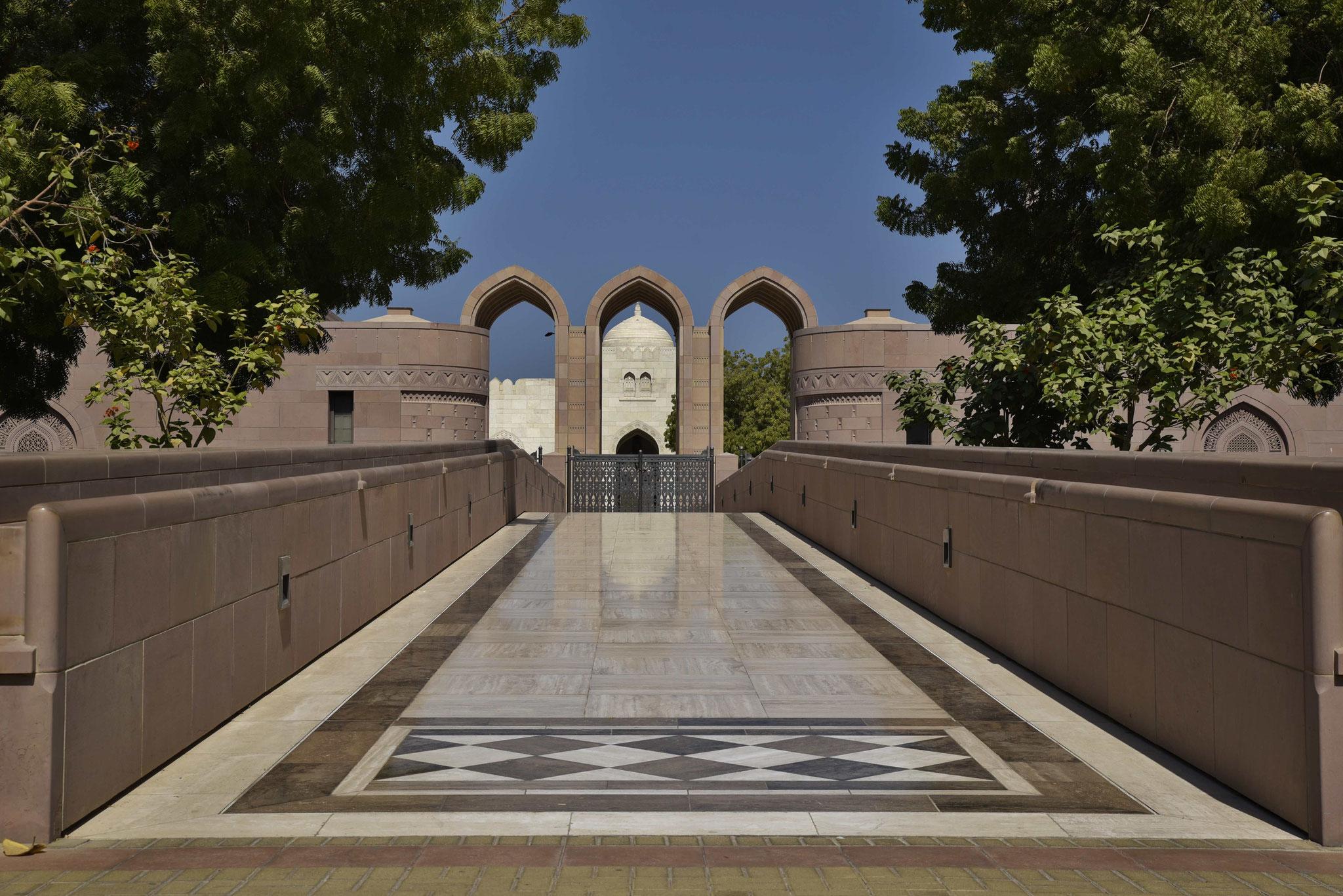 Eingang für Musliminnen