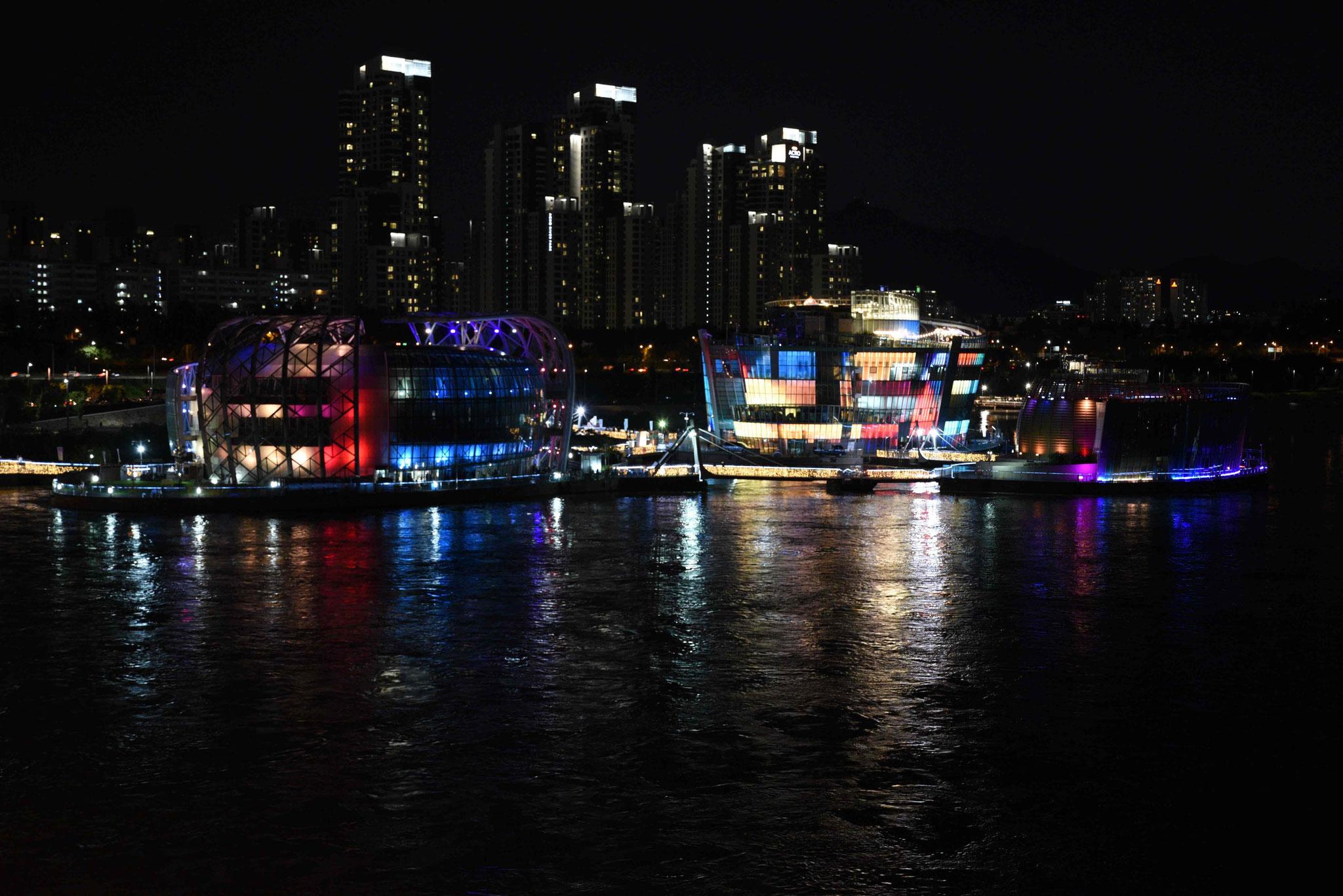 Some Sevit wechselt gerne die Farben - vom oberen Teil der Banpo-Brücke
