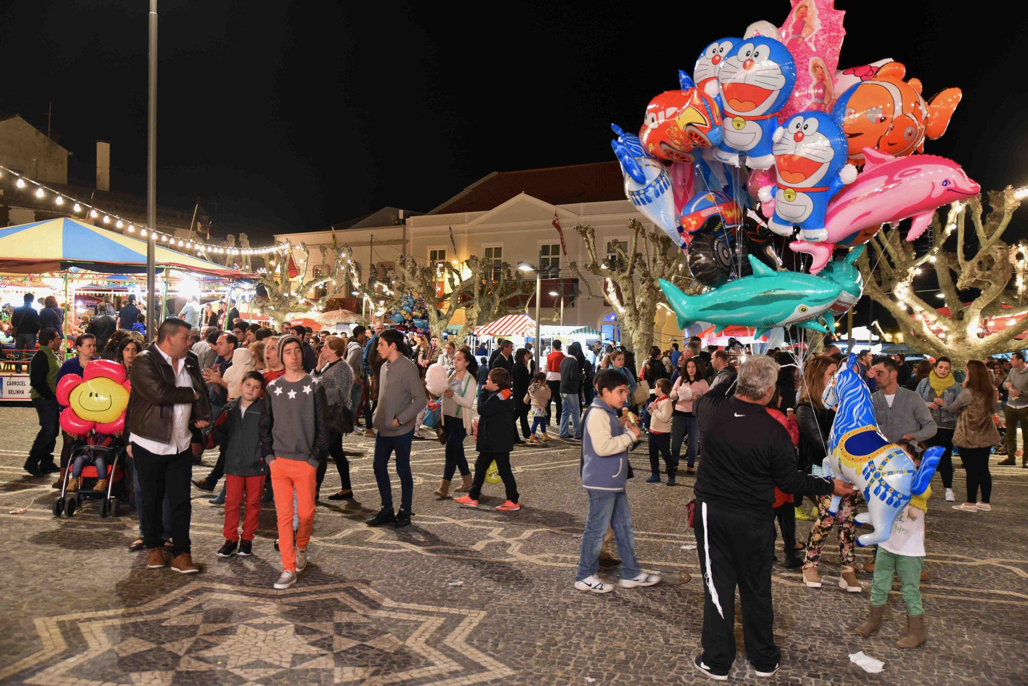 Feiernde Portugiesen - kommen vom Festland zum Feiern hierher