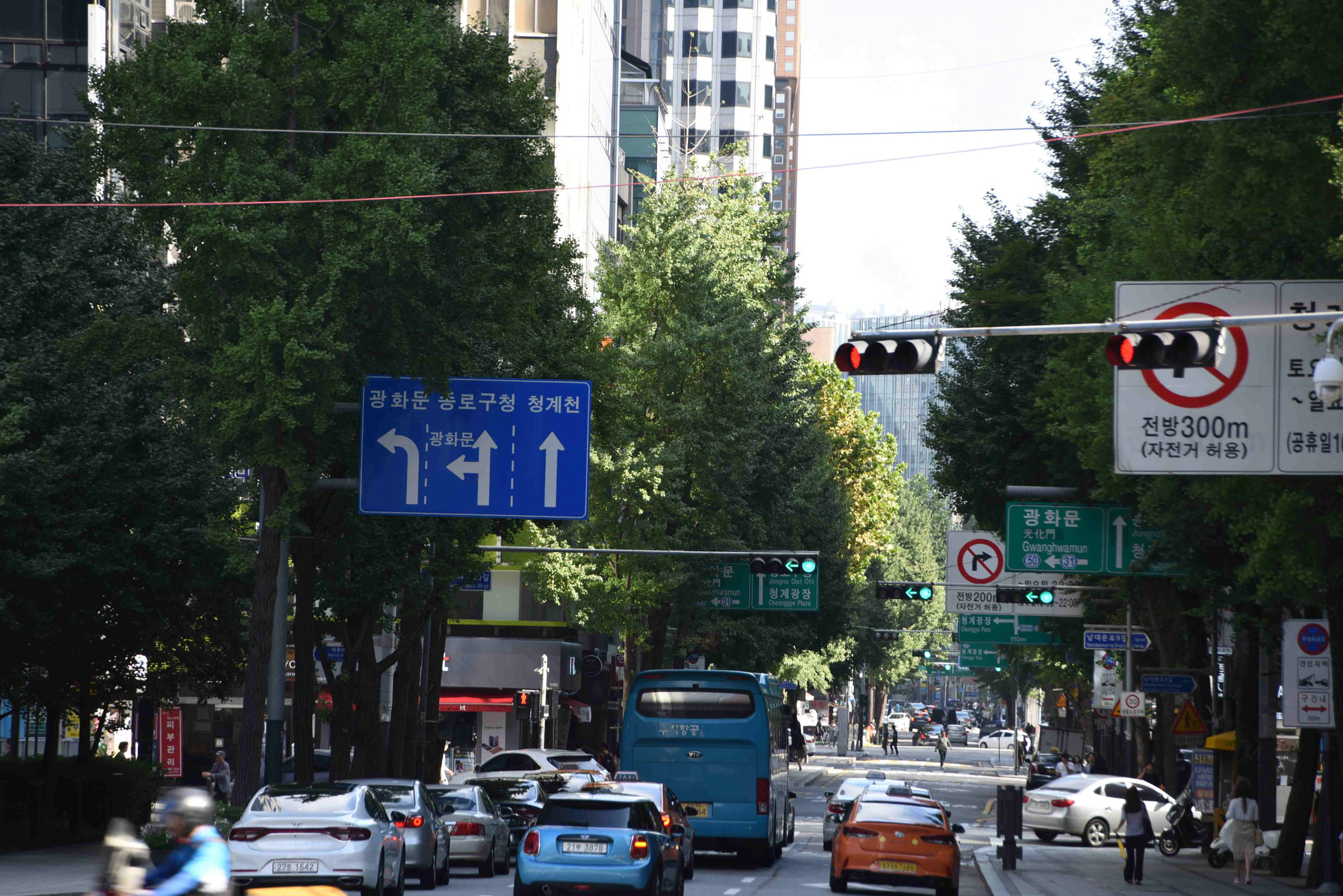 Hauptverkehrsstraße in der Nähe der City Hall