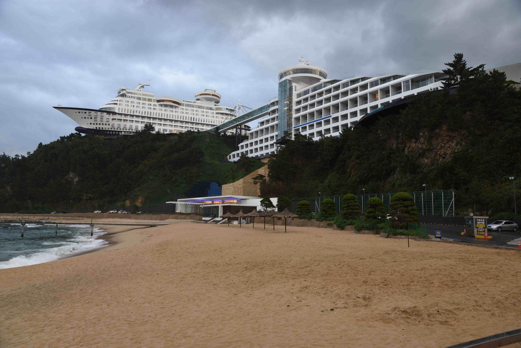 Gag auf koreanisch - Nachbau zweier Schiffe als Hotelanlage