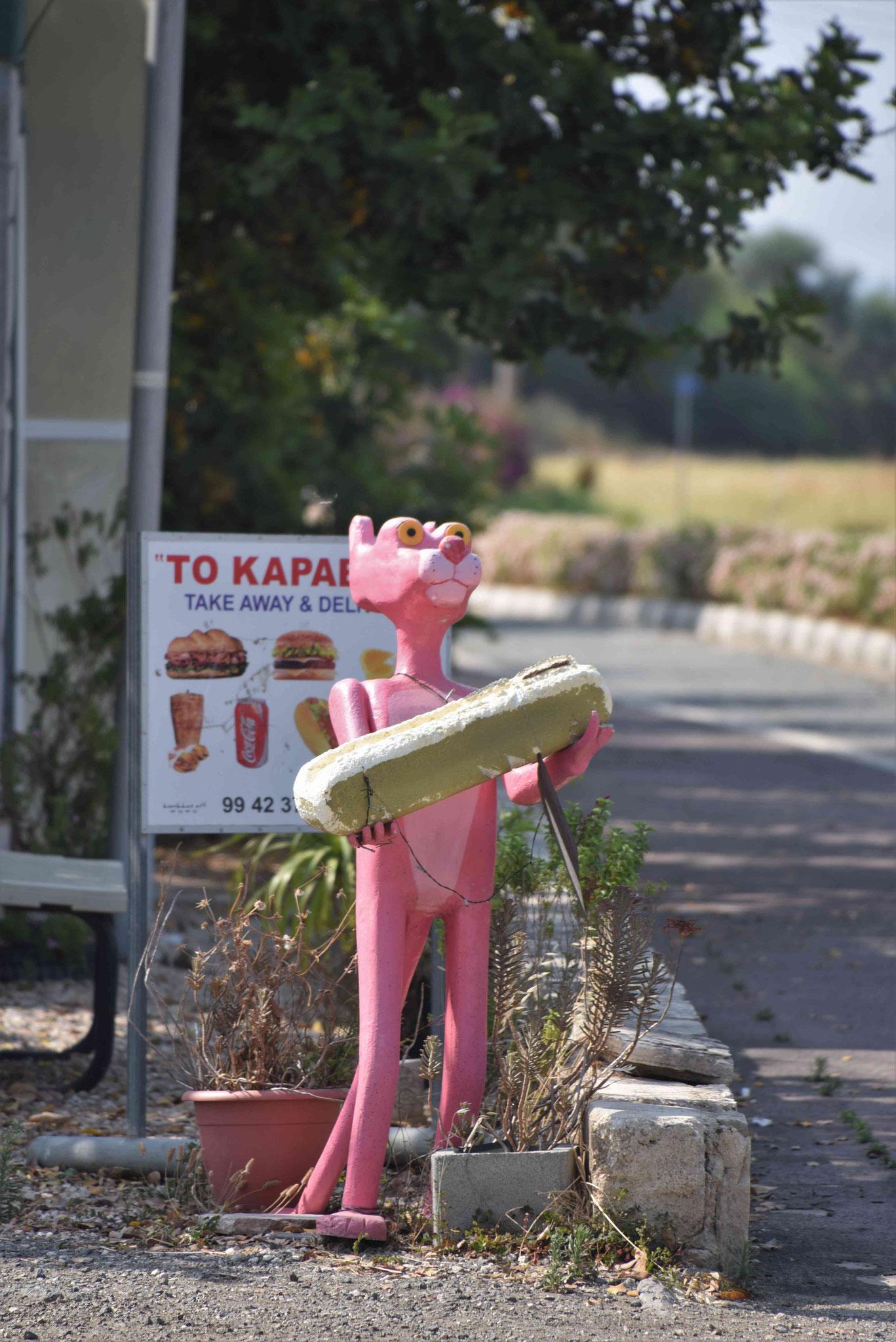 Paulchen Panther als Werbefigur für einen Imbiss