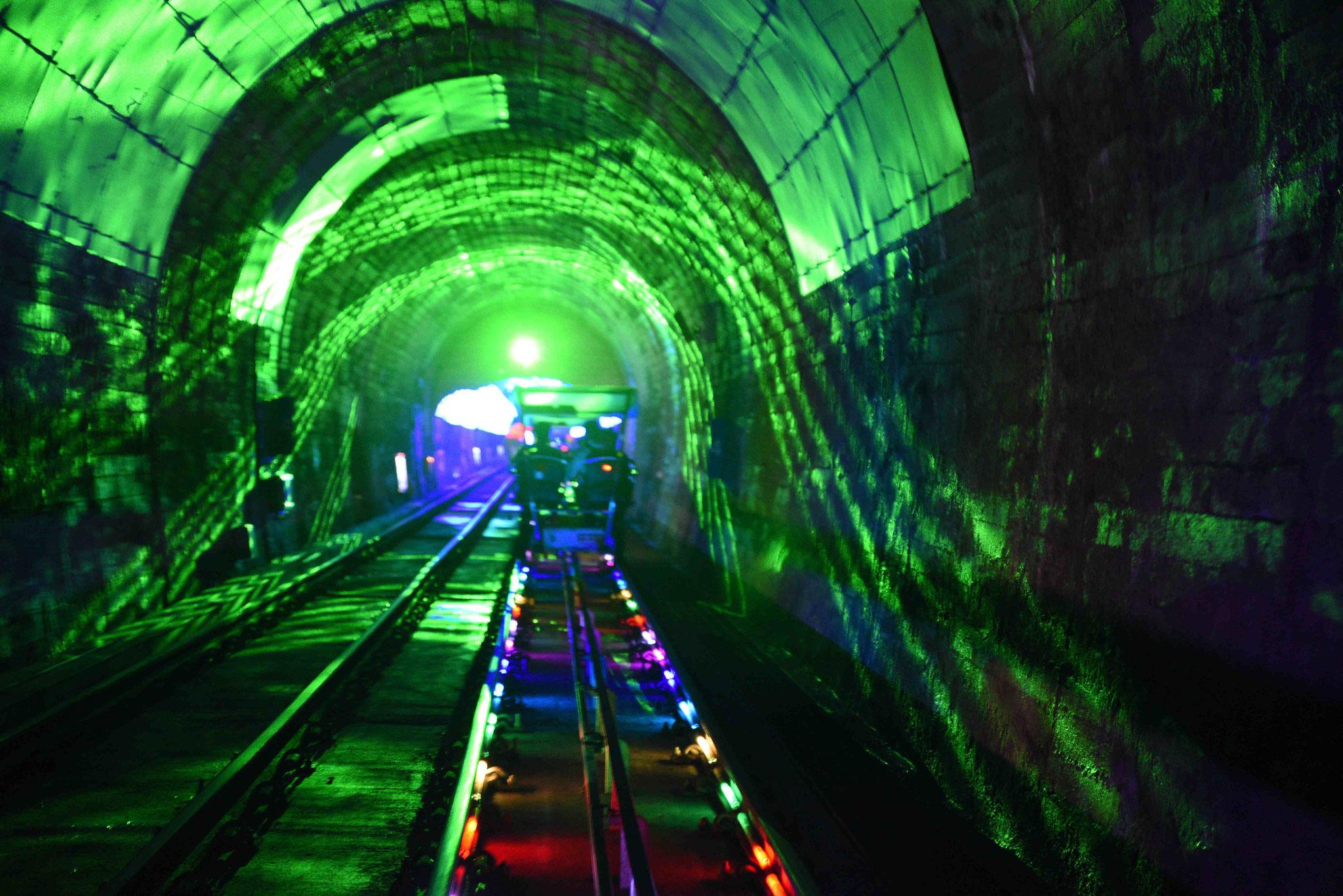 Disco im Tunnel der Railbike-Tour