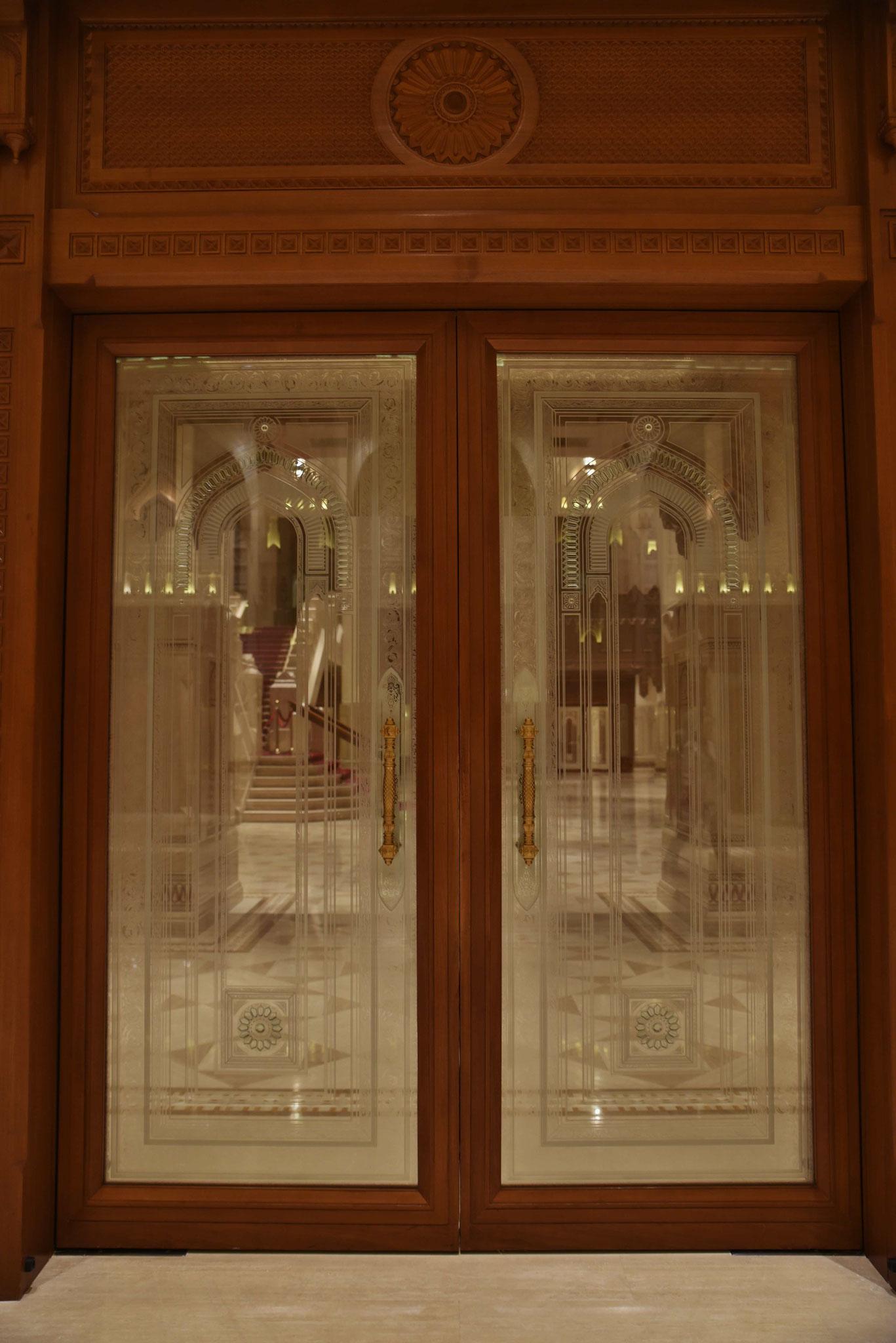 Glastüre zum Foyer