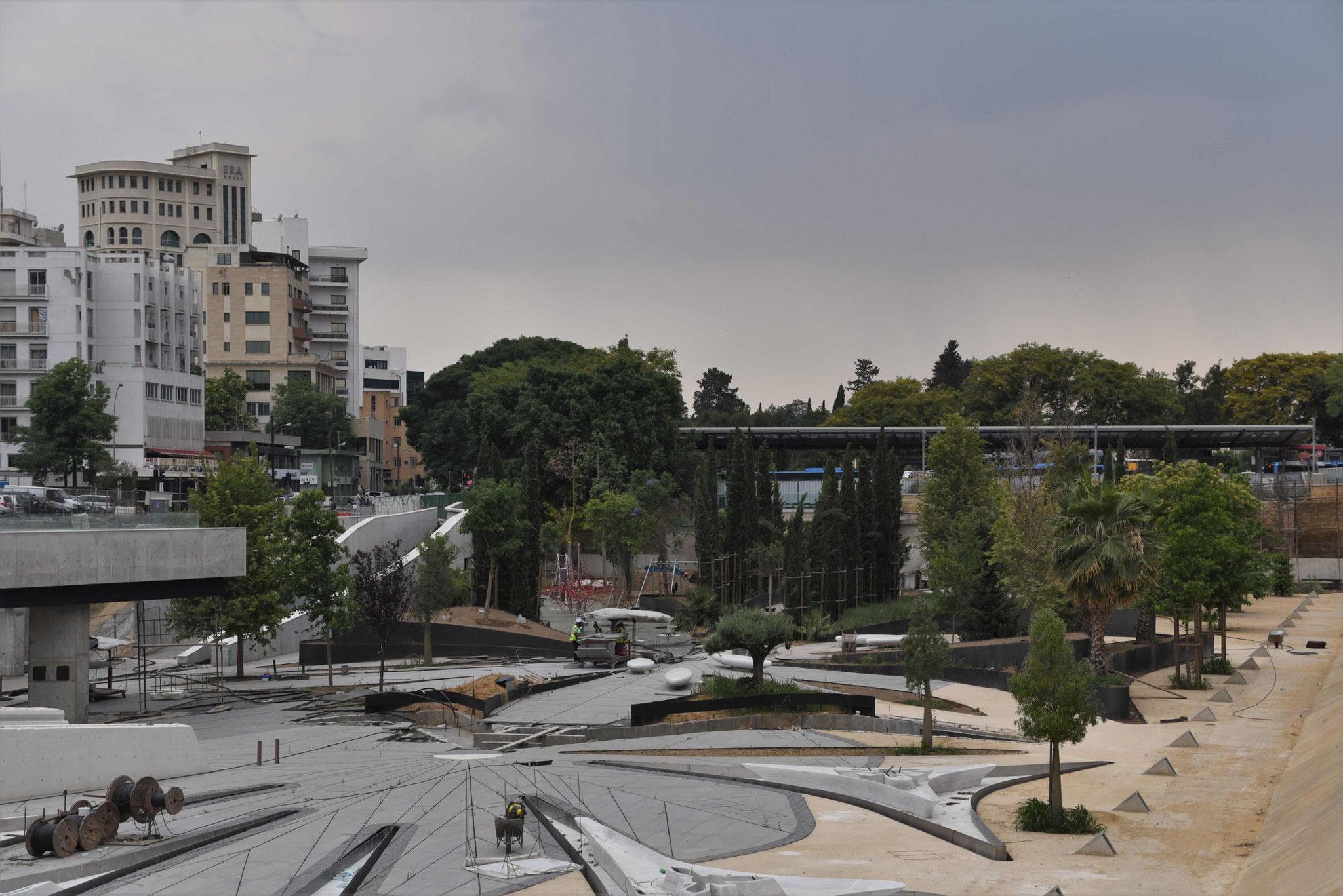 Erinnerte uns an den Dongdaemun Design Plaza in Südkorea