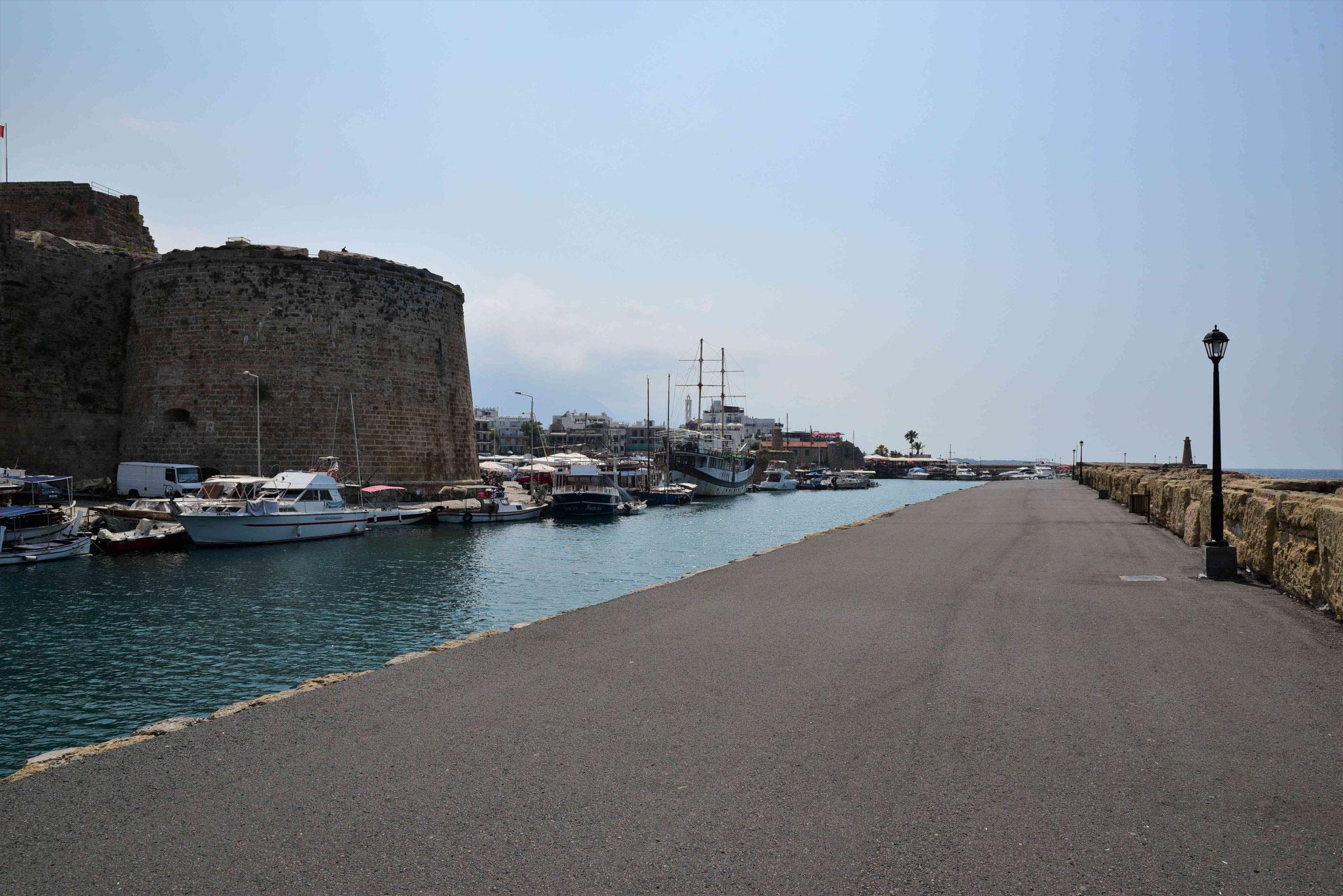 Ausgebaute Hafenpromenade
