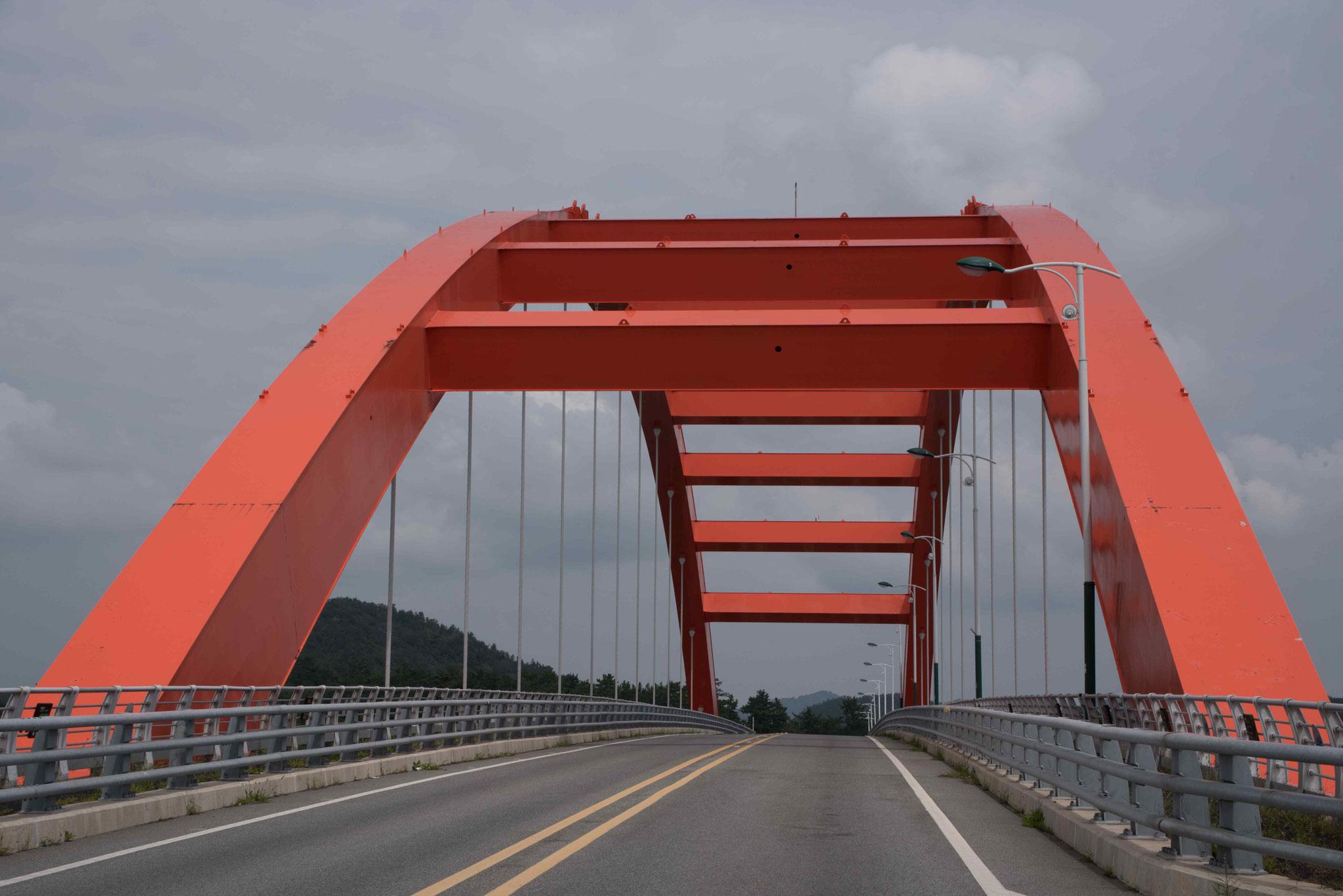 Interessante Bogenbrücke