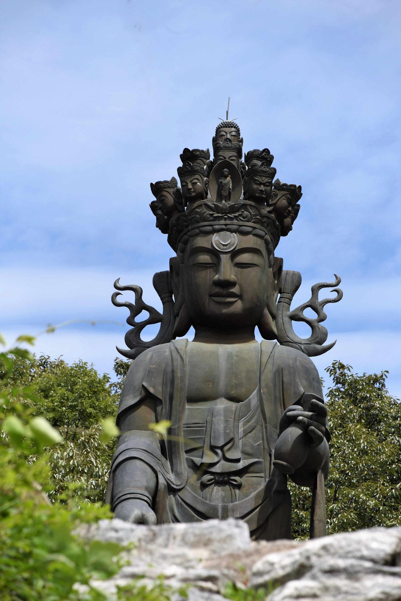Erste große Statue in Seongoksa
