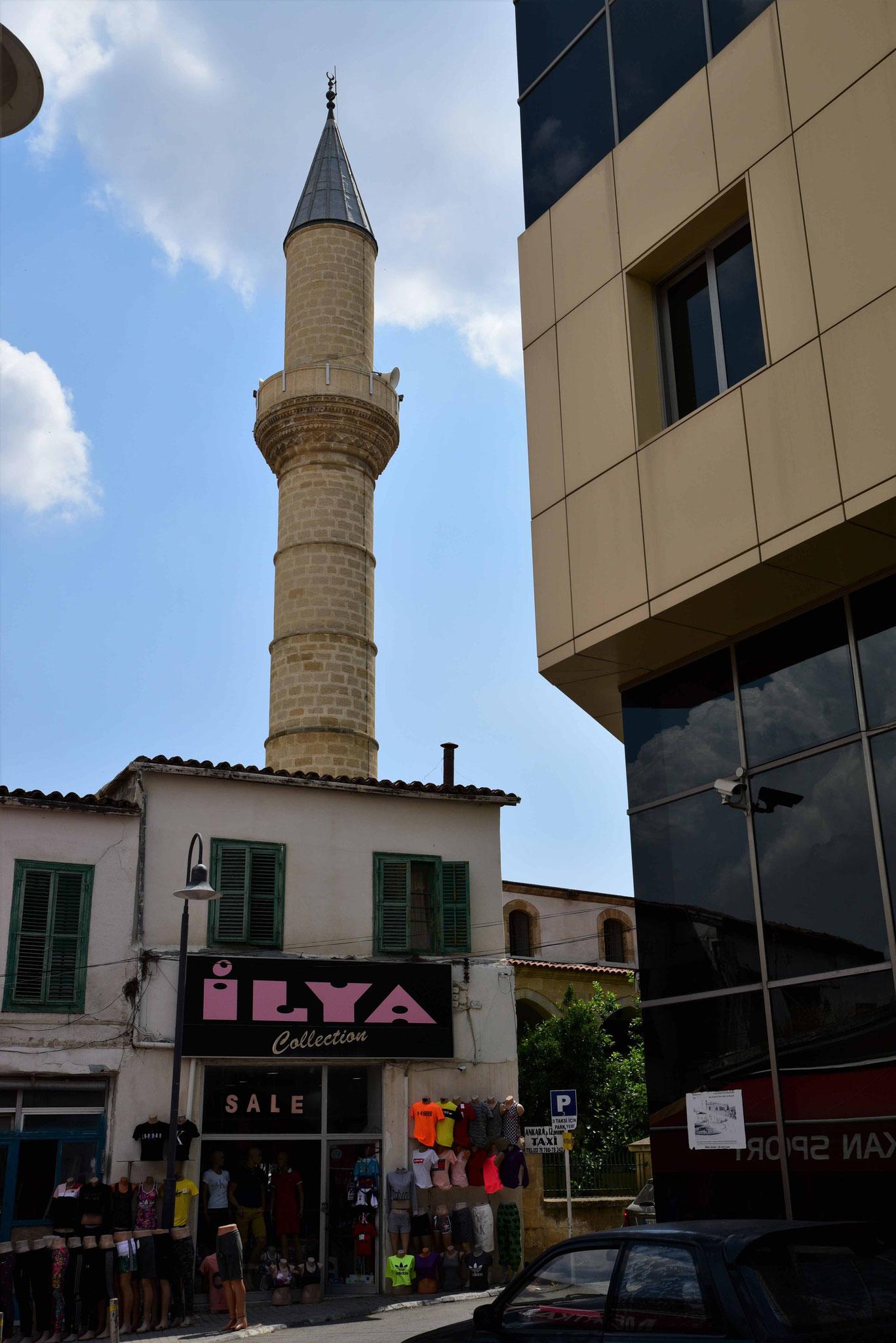 Im hintergrund häufiger ein Minarett