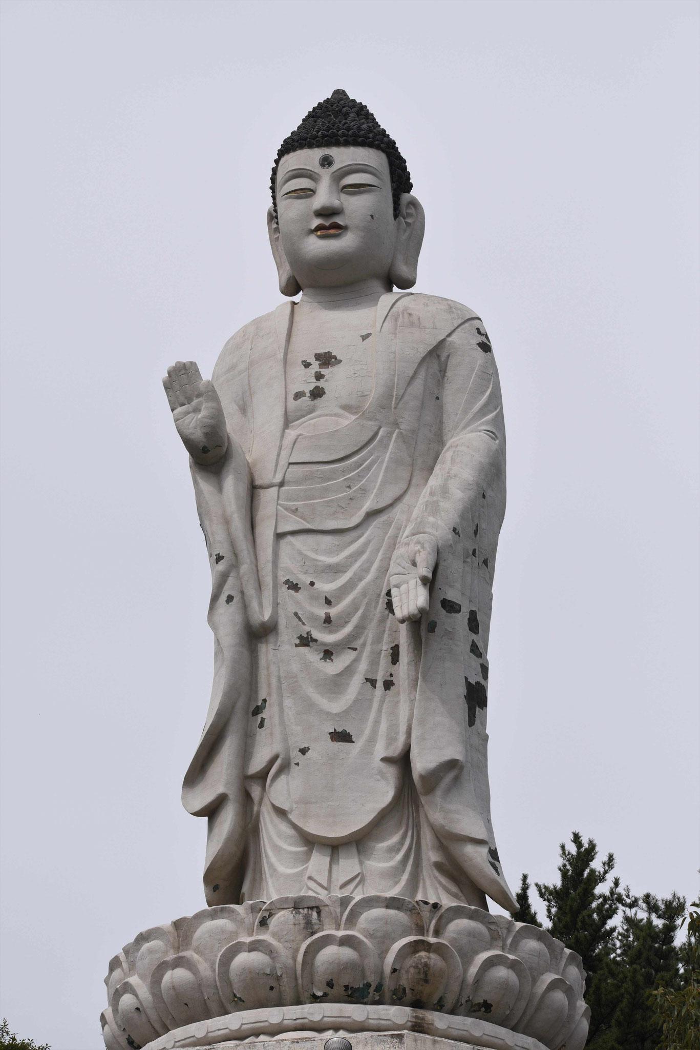 Überlebensgroße Buddastatue