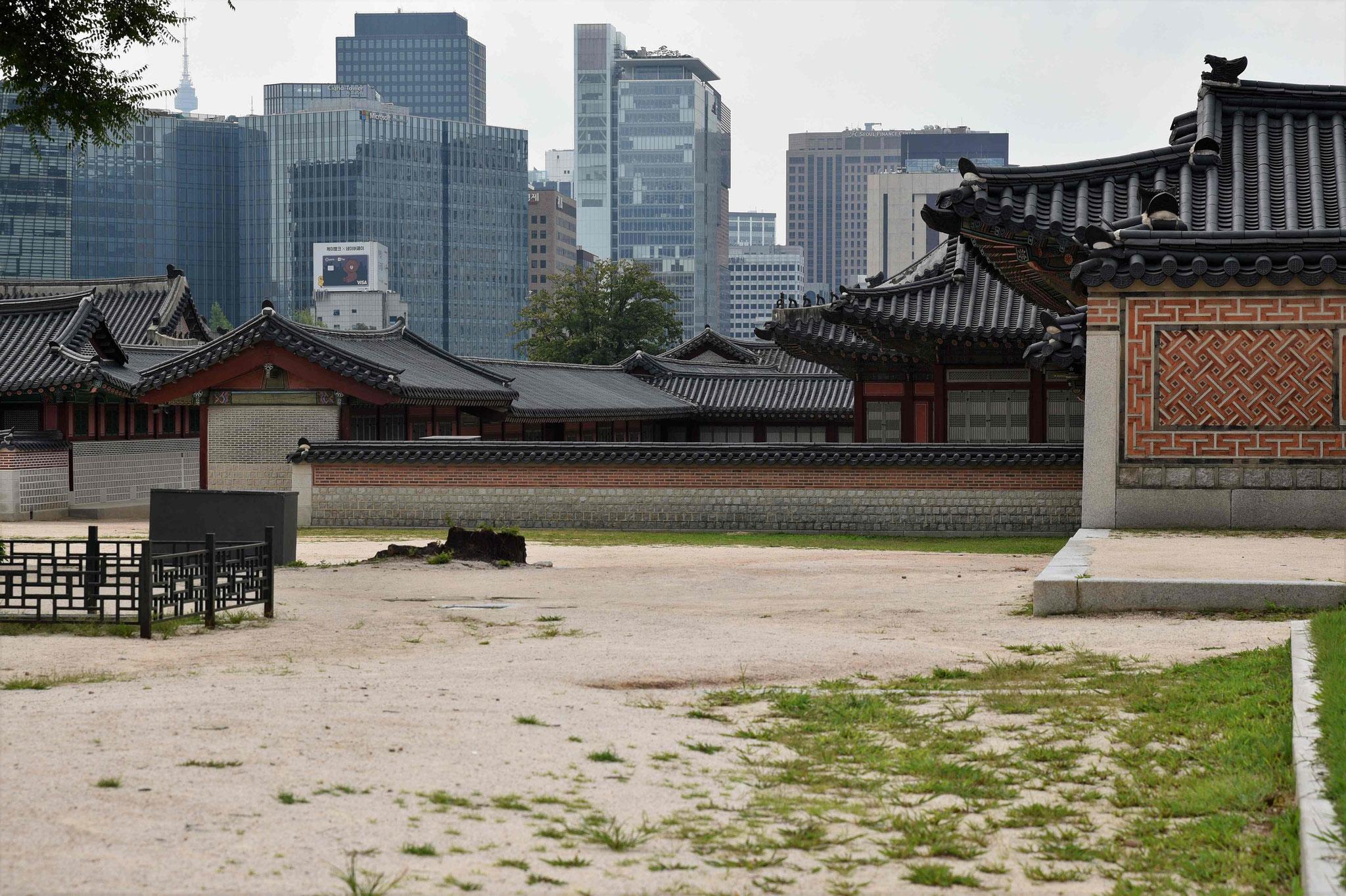 Trotz der immensen Größe sieht man einige Hochhäuser Seouls