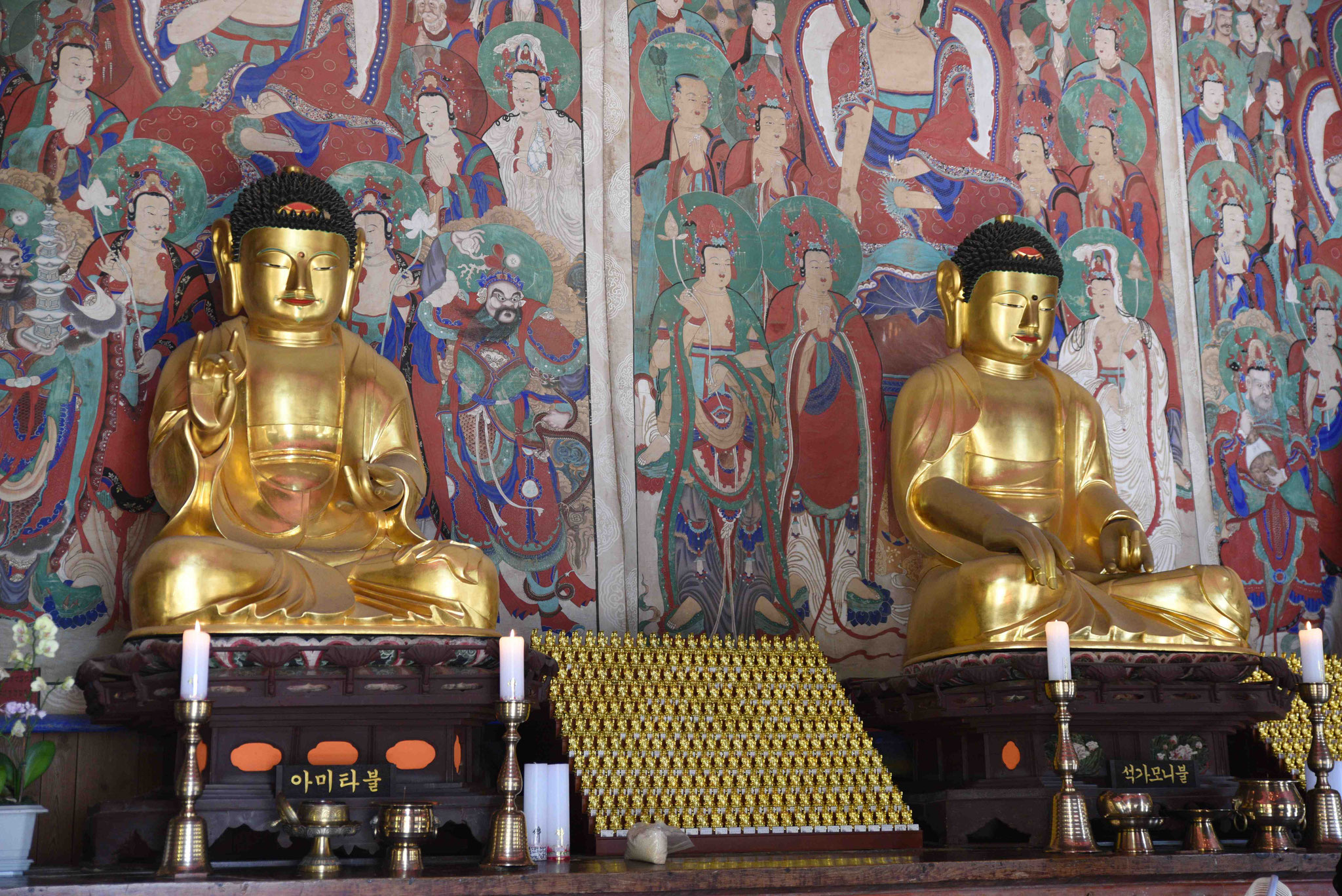 Buddastatuen im Tempel