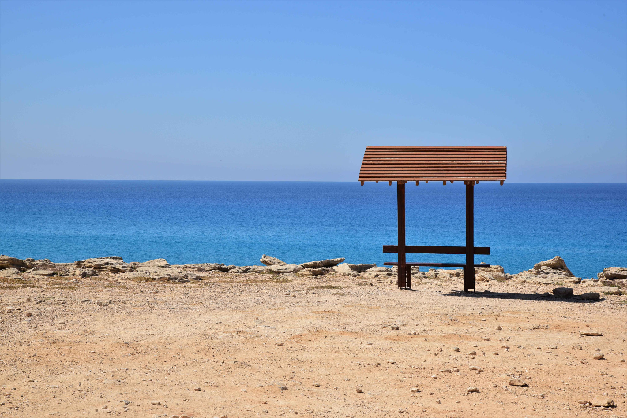 Blick aufs Meer mit einem kleinen Schattenspender