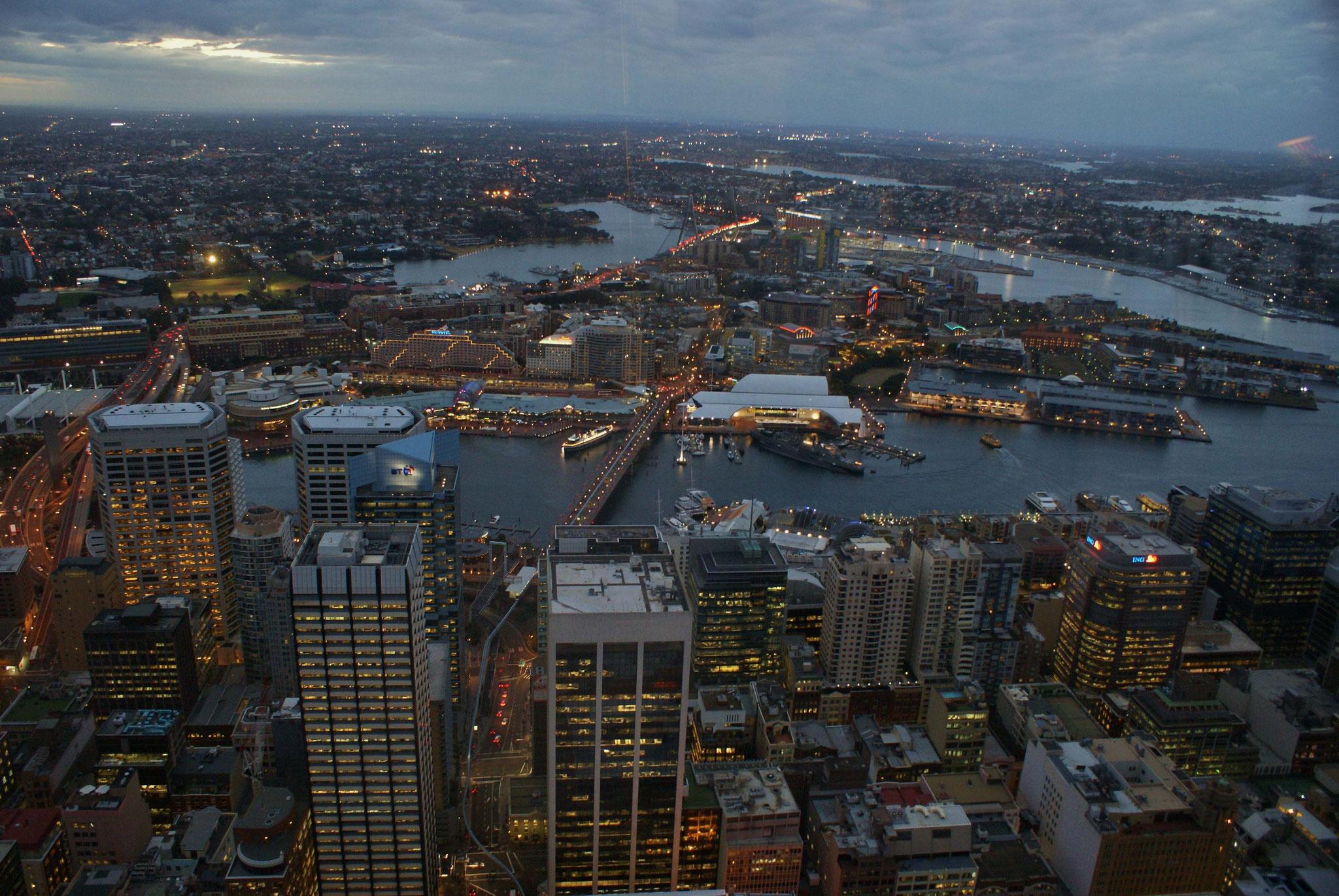 Sydney von oben in der Dämmerung (vom Fernsehturm aus)