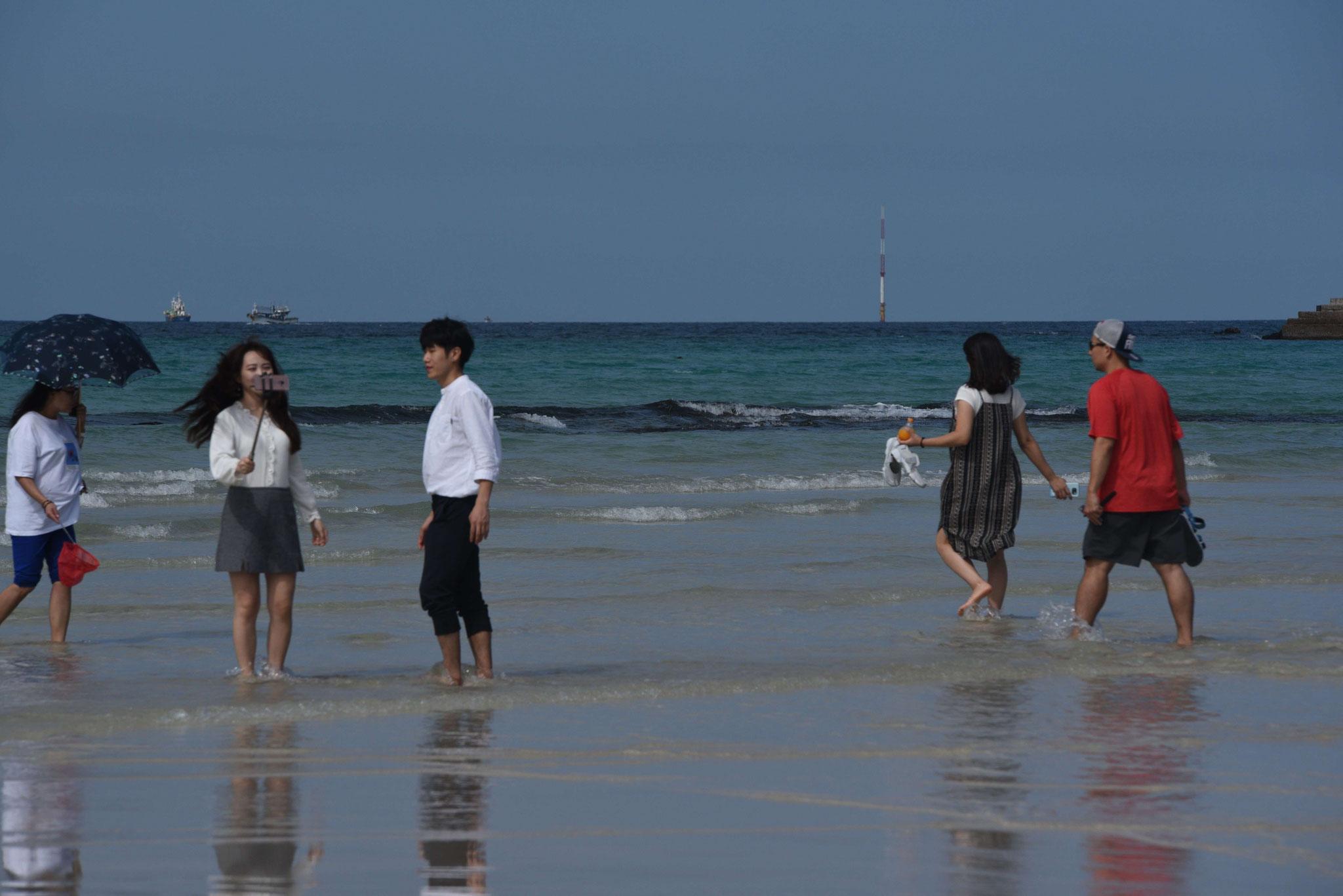 Selfies vom Strand für die Familie und Freunde