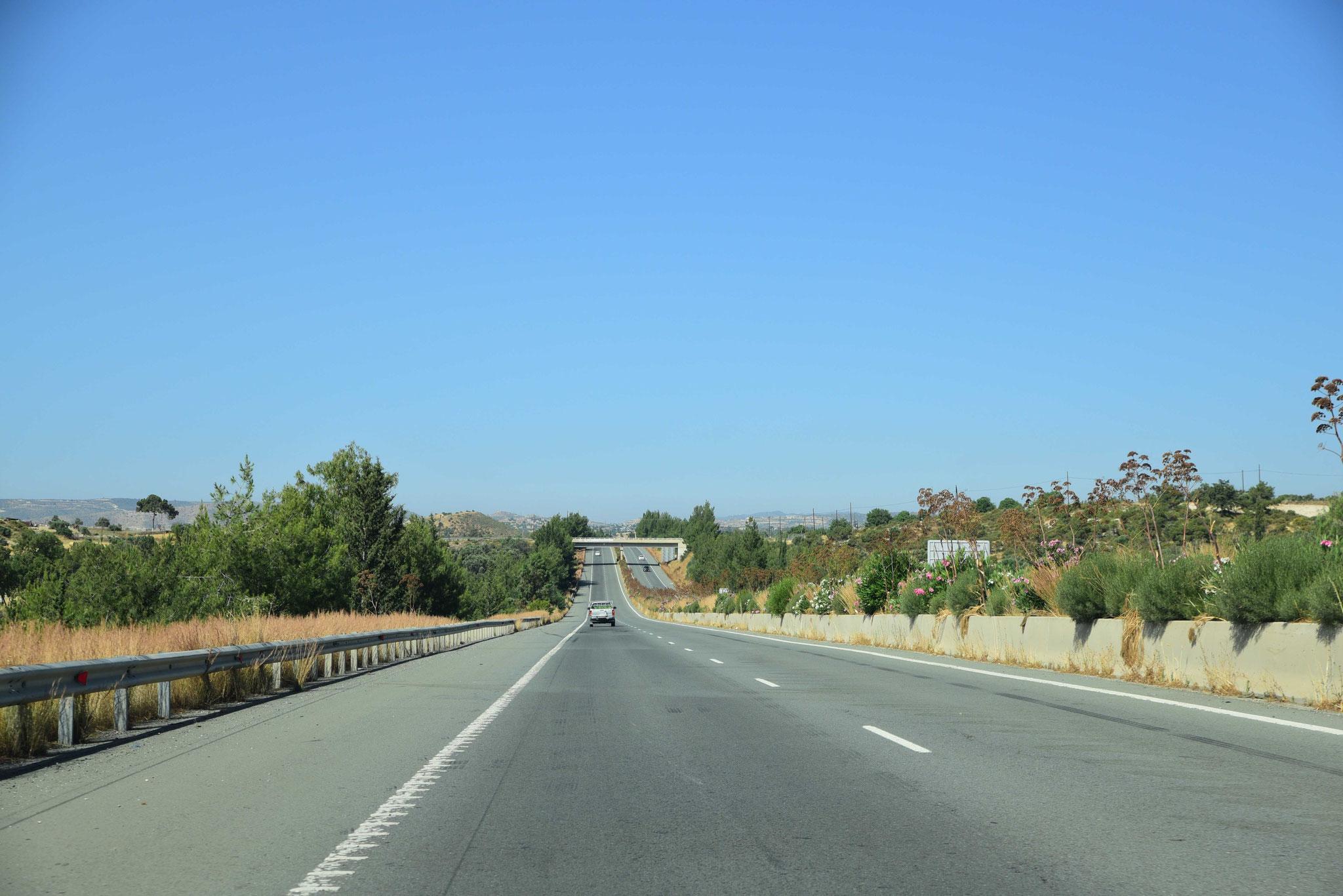 Auf der Autobahn A3 nach Lárnaka