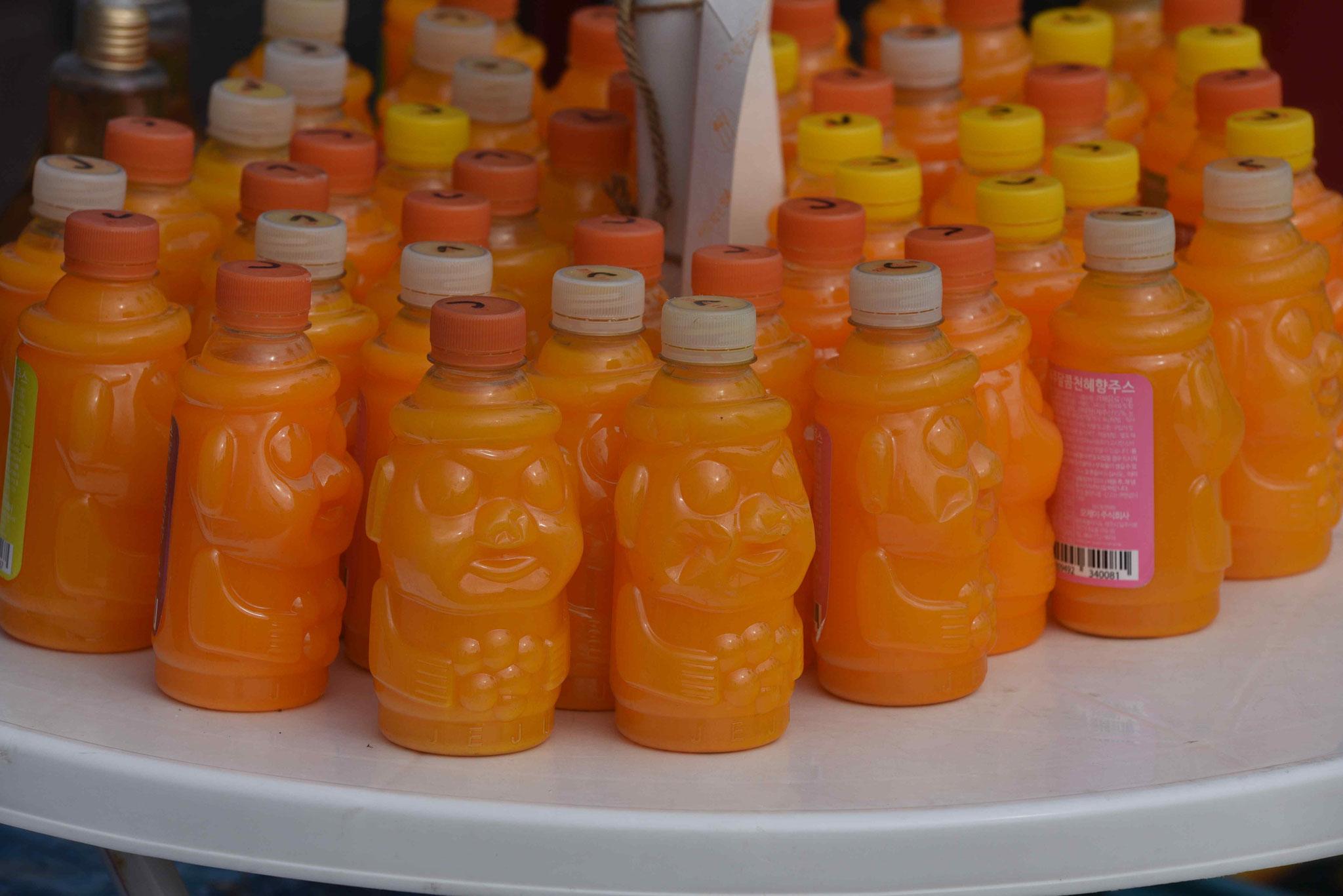 Tangarinensaft in Flaschenform eines Dolharubangs