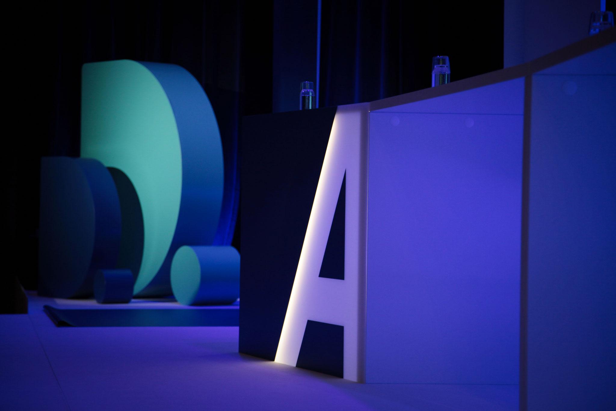 Podiumstisch mit Hintergrundbeleuchtung