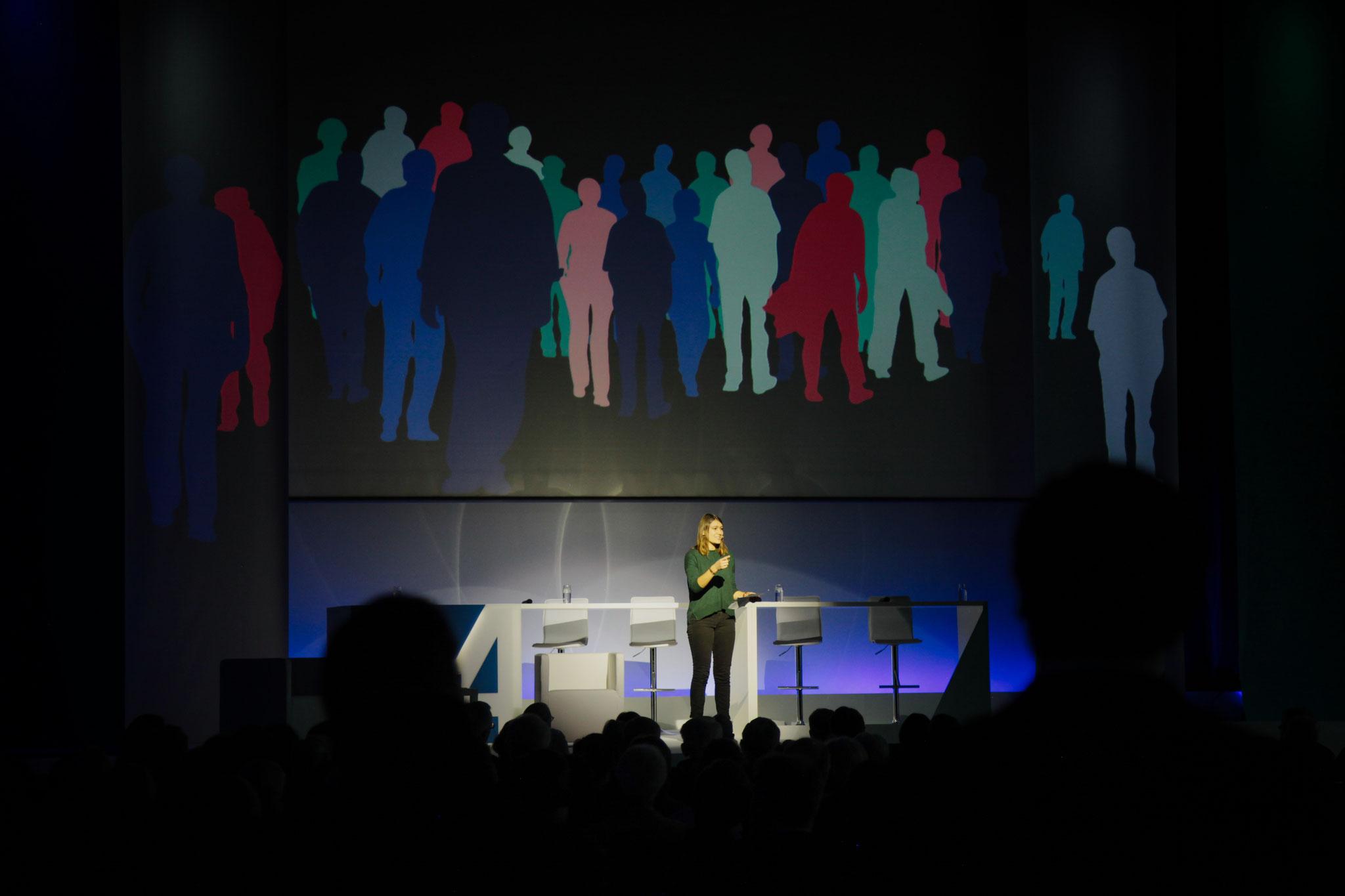 """Erstellung der """"Gesellschaft"""" als Projektion/Animation"""