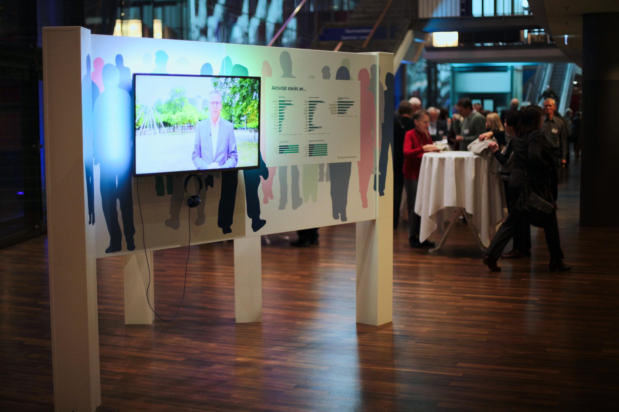 begehbares verspiegeltes und interaktives Kaleidoskop