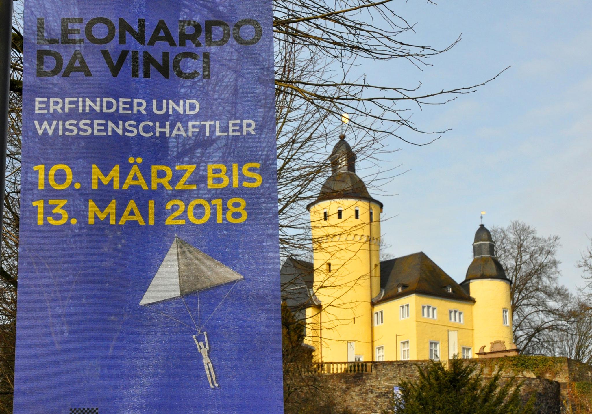 Fahne und Blick auf Schloss Homburg