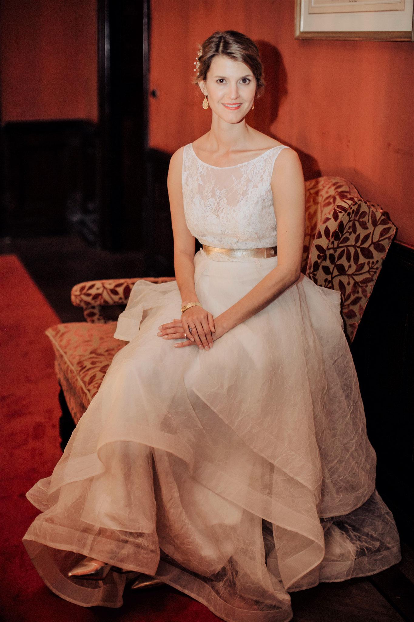 Real Bride in der Hotel Lobby
