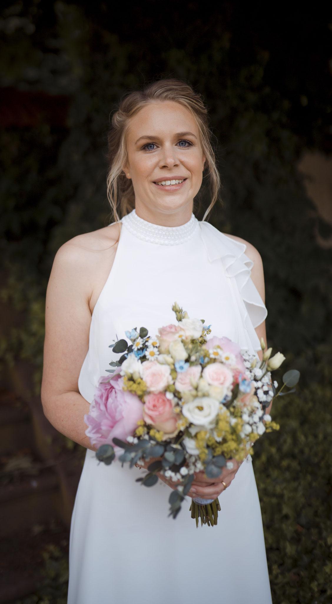 wunderschöne Braut mit Make-up und Haarstyling Foto by Nicole Haines Fotografie