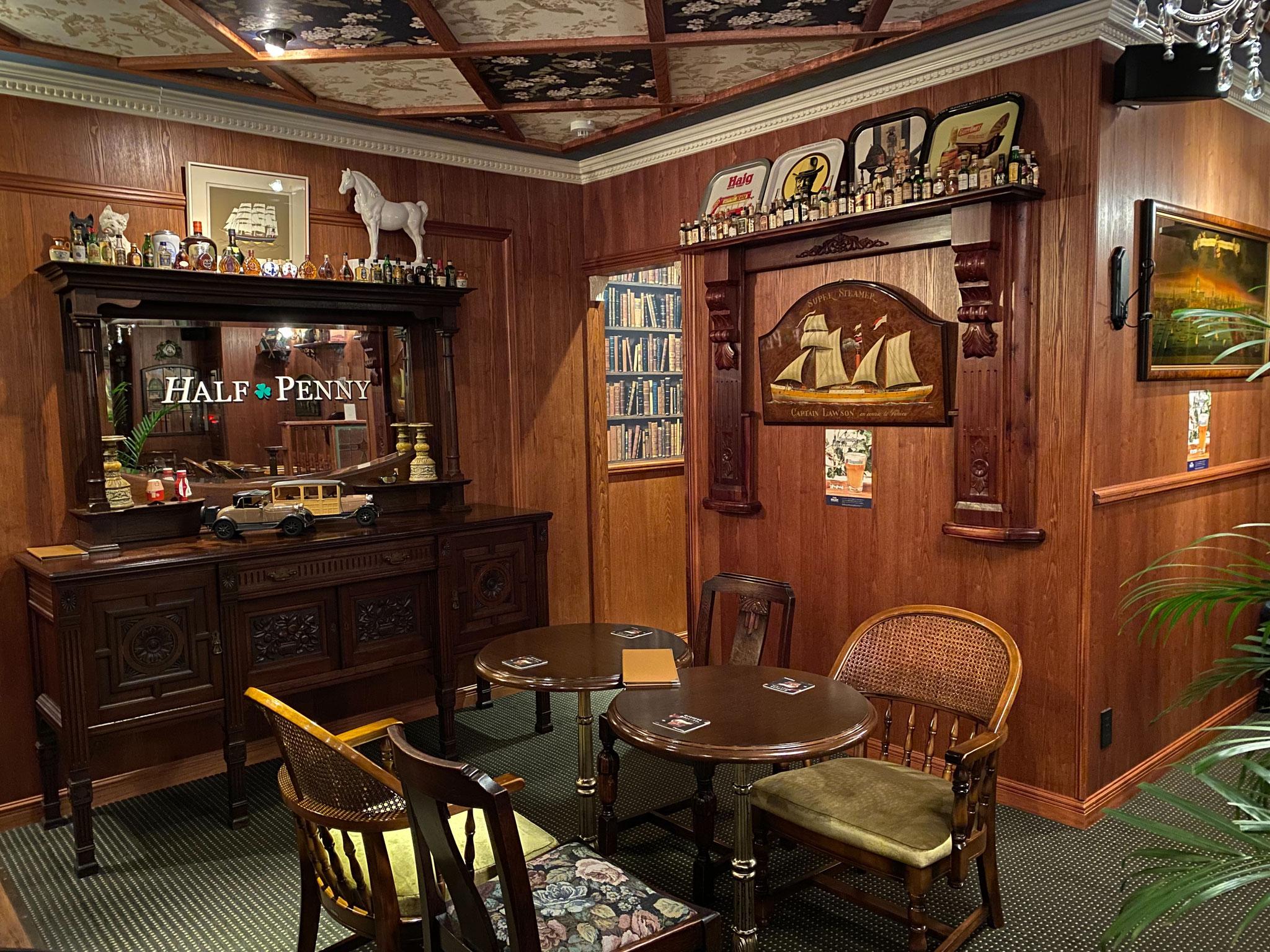 100年以上前のアンティーク家具。