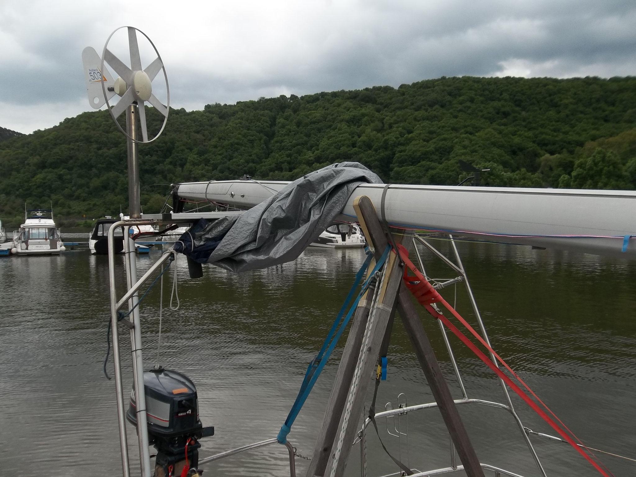 Fertig: Stromlieferant, GPS-Empfänger, Radioempfang, Windmesser, Hebel für den Aussenborder...Allzwecks