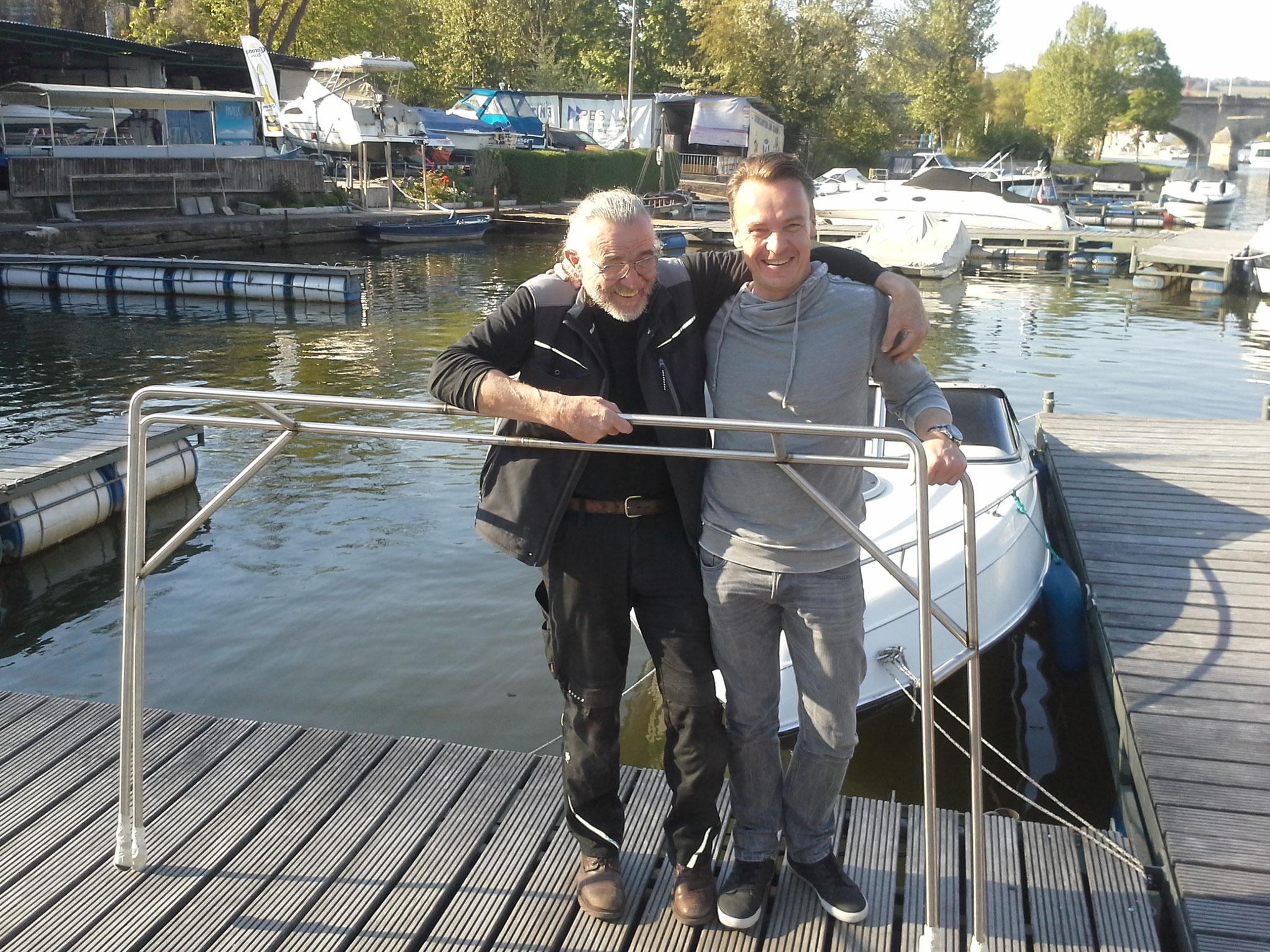 Und so gings los am Hafen, Stevan und Marco bringen den bisher nur gehefteten Geräteträger nach ausgiebiger Planung und Vorbereitung