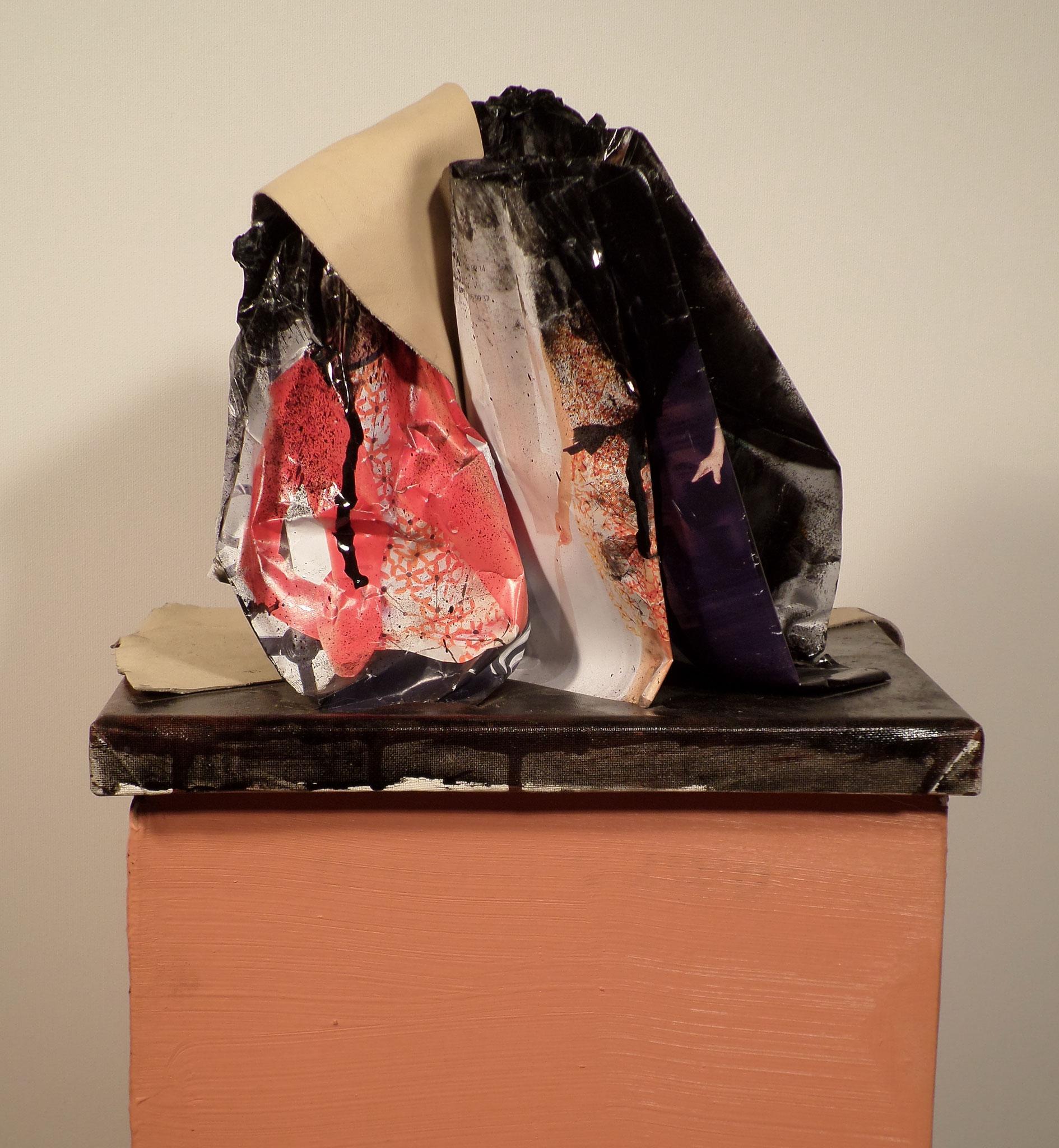 Fashion Affair / Acryl, Leder, Modemagazin auf Leinwand / 18 cm x 24 cm x 19 cm / 2014 / MWV S008