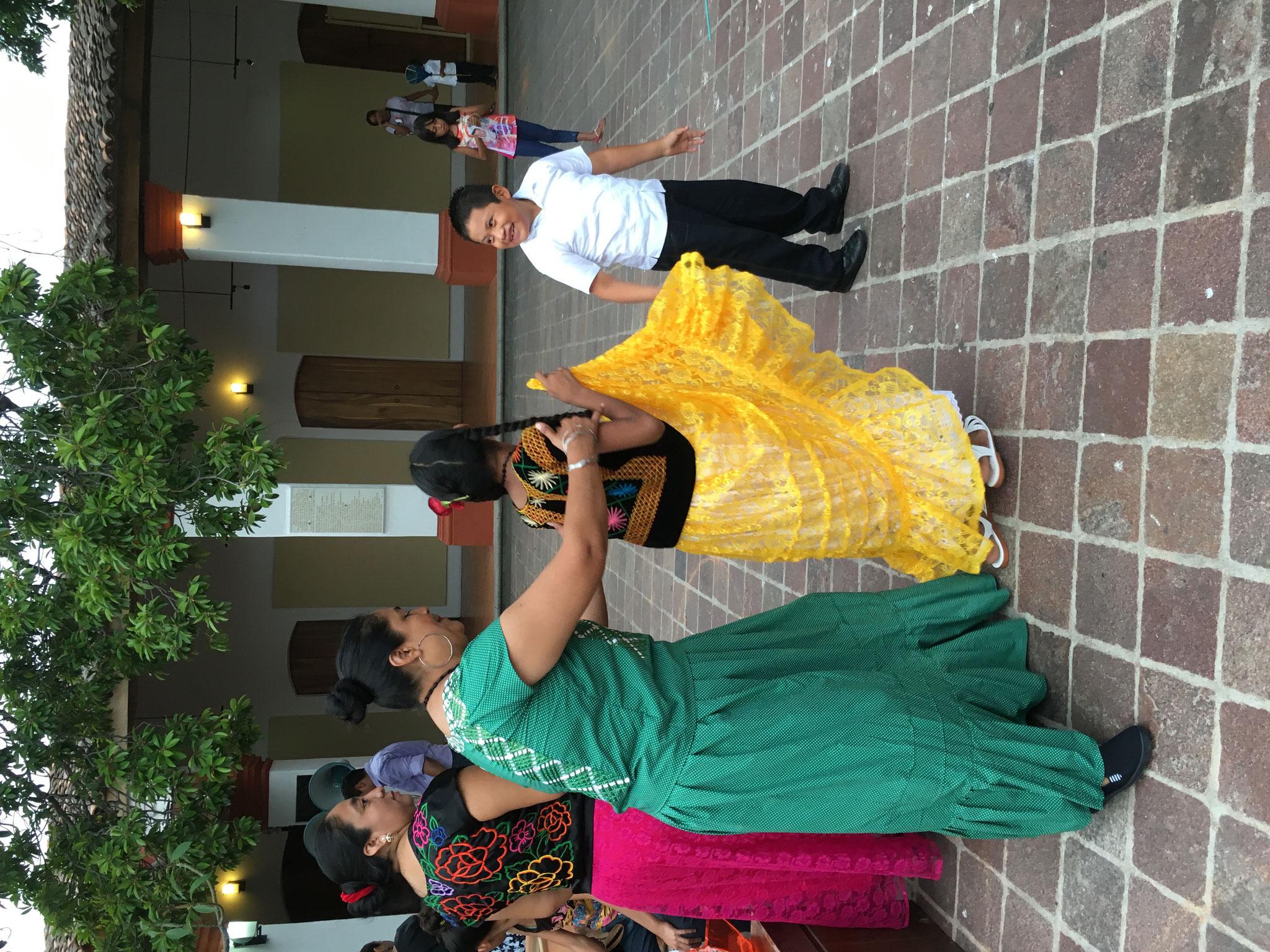 Baile en la Casa de la Cultura, Juchitán