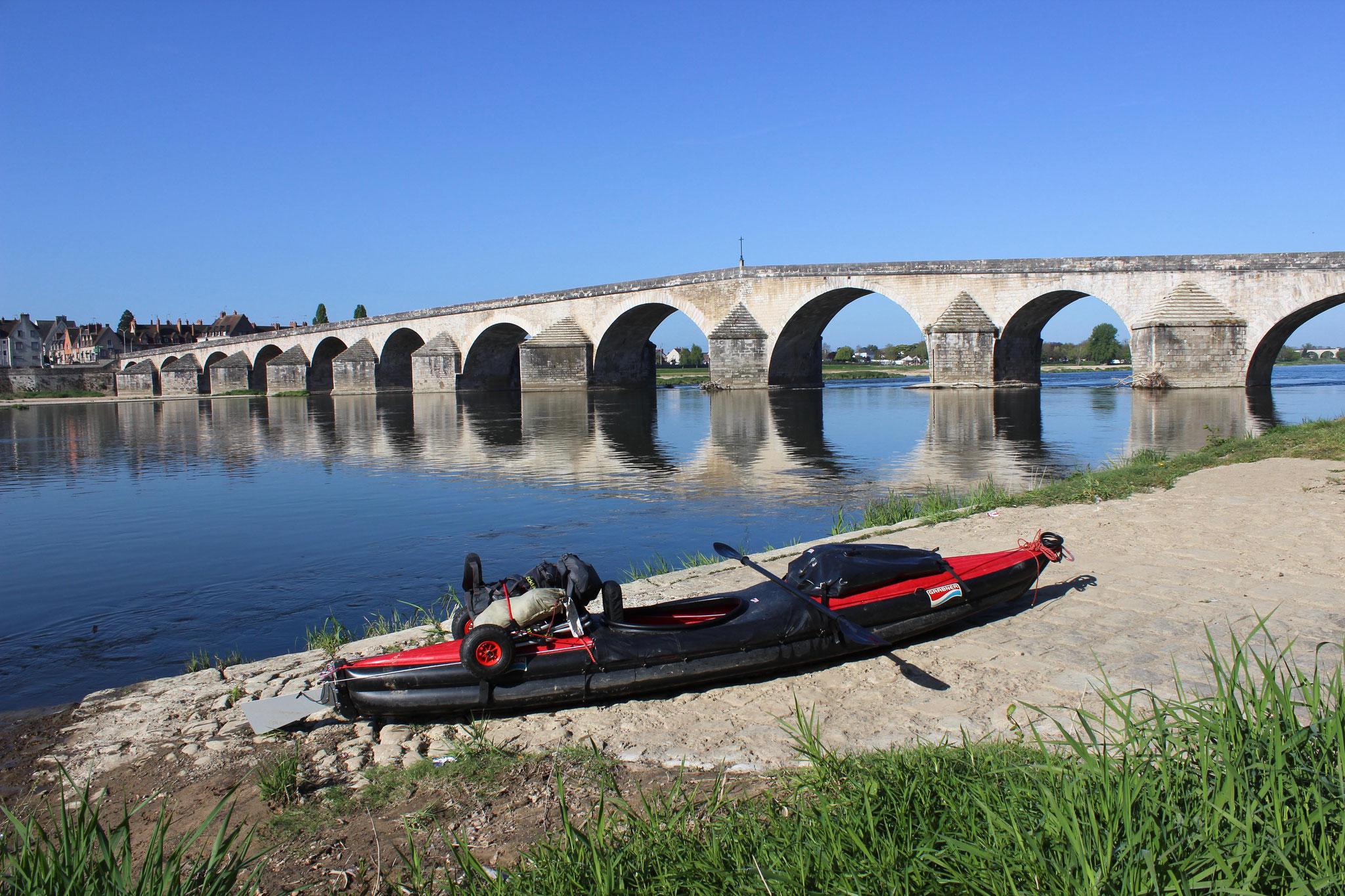 Bogenbrücke an der Loire