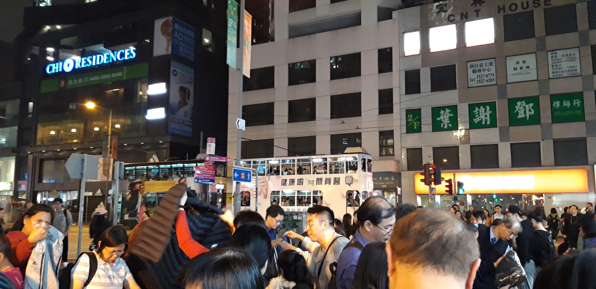 Wan Chai Station: Nightmarket spezialisiert auf günstiges Sportoutfit