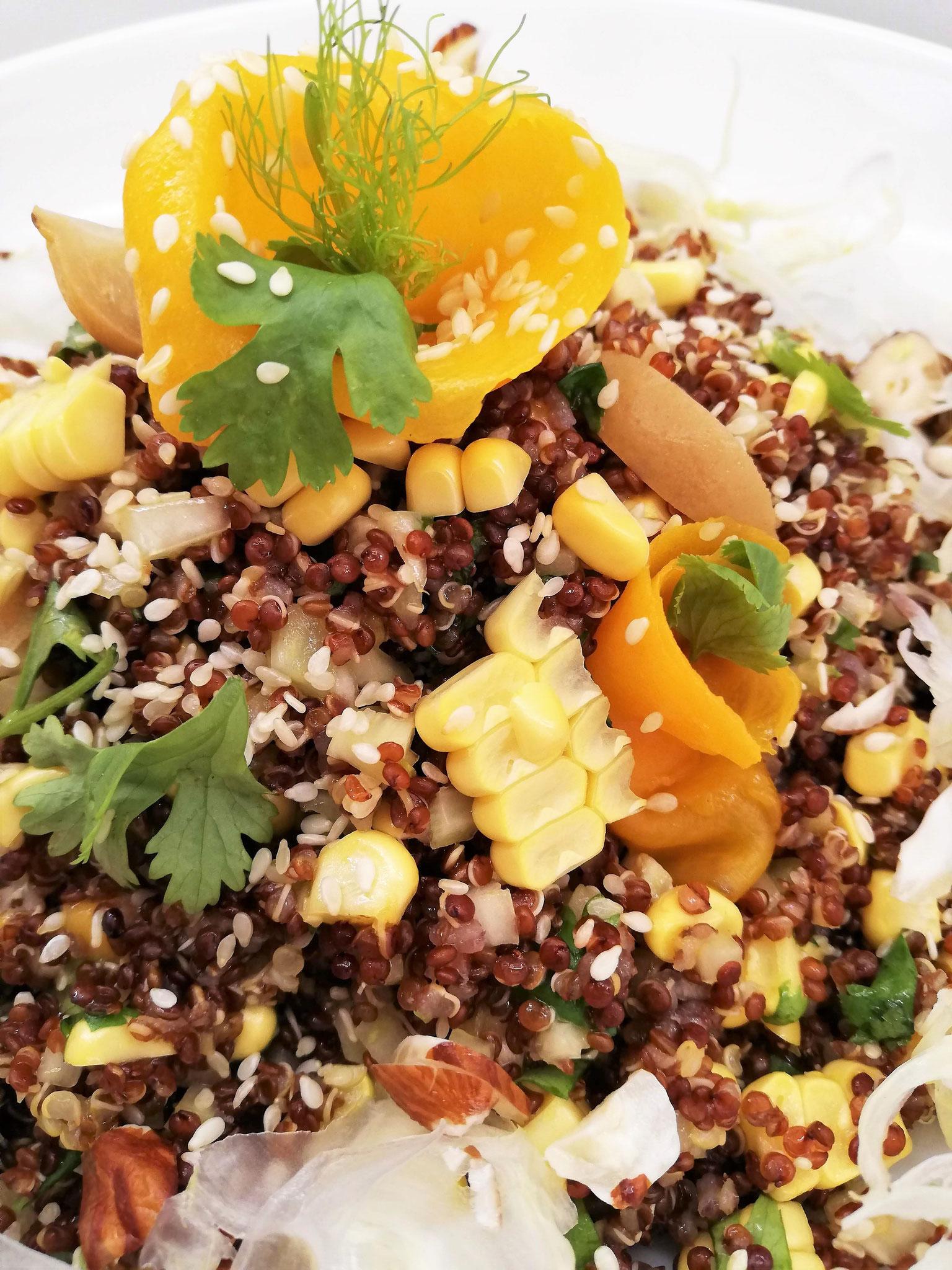 Salade de quinoa à la mangue, fenouil, maïs, citron confit & coriandre
