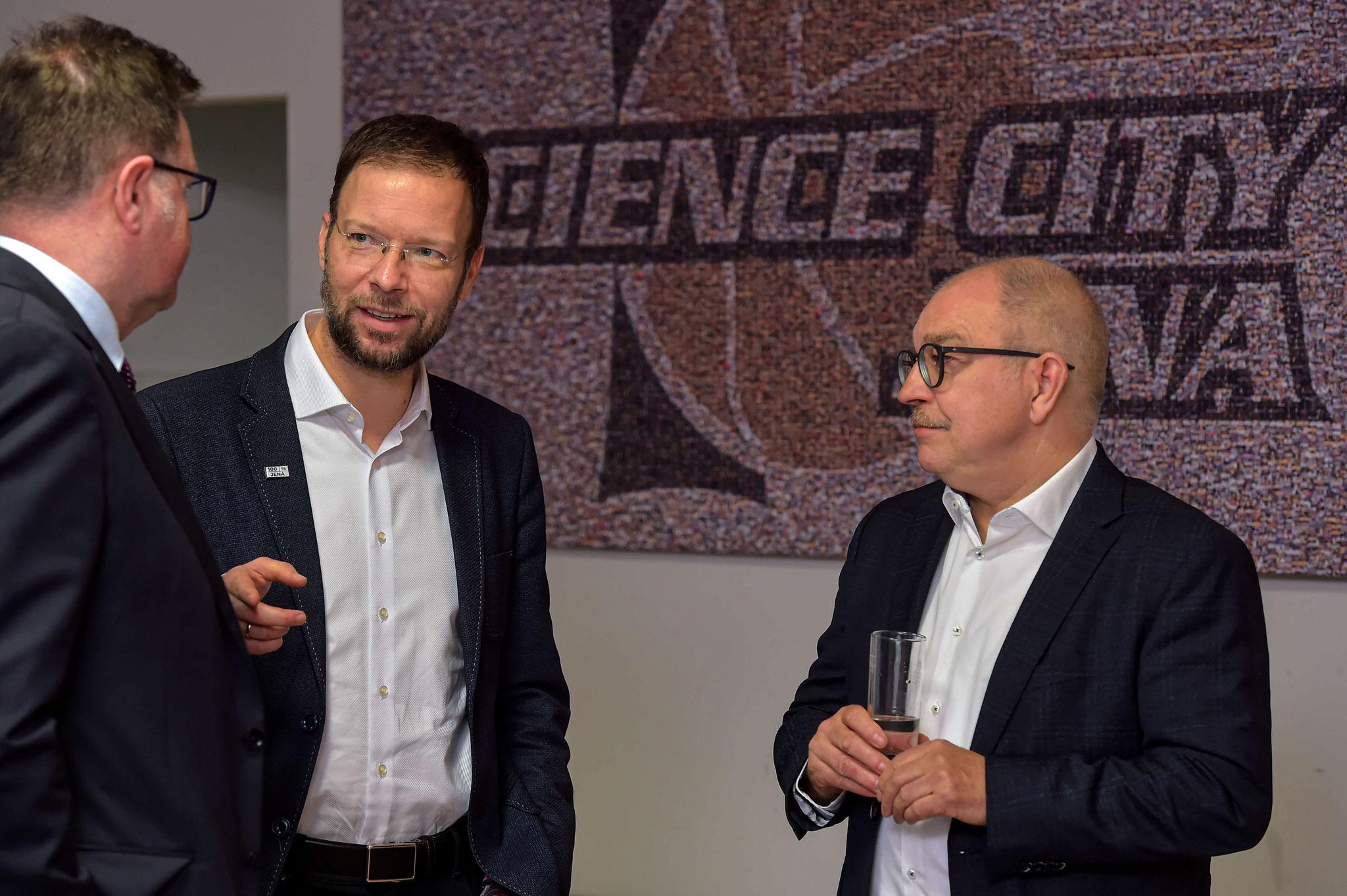 Dr. Thomas Nitzsche im Gespräch mit Wilfried Opitz (rechts) und Frank Heuer (links)