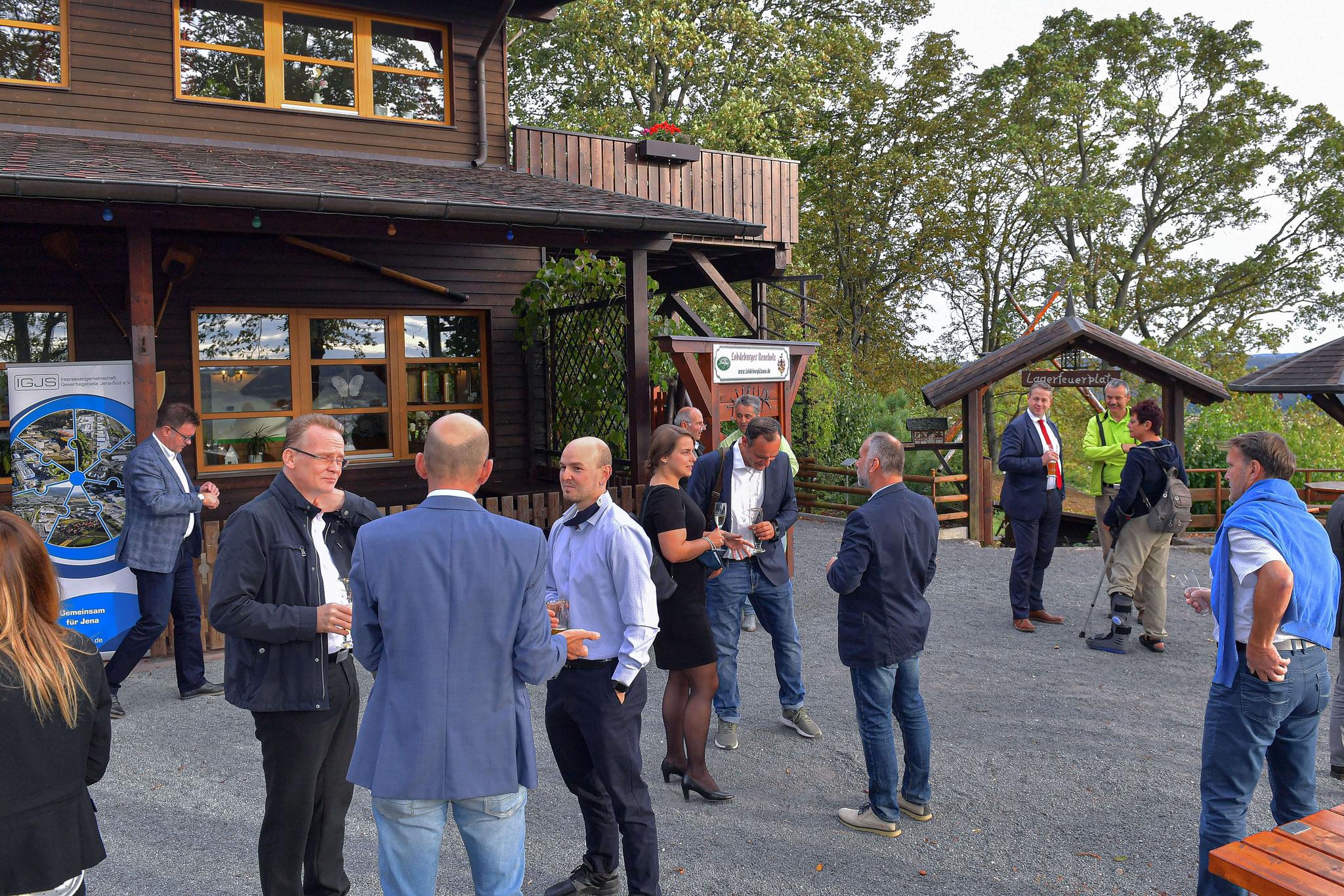 Rege Gespräche unter den Gästen rundeten den Abend ab.