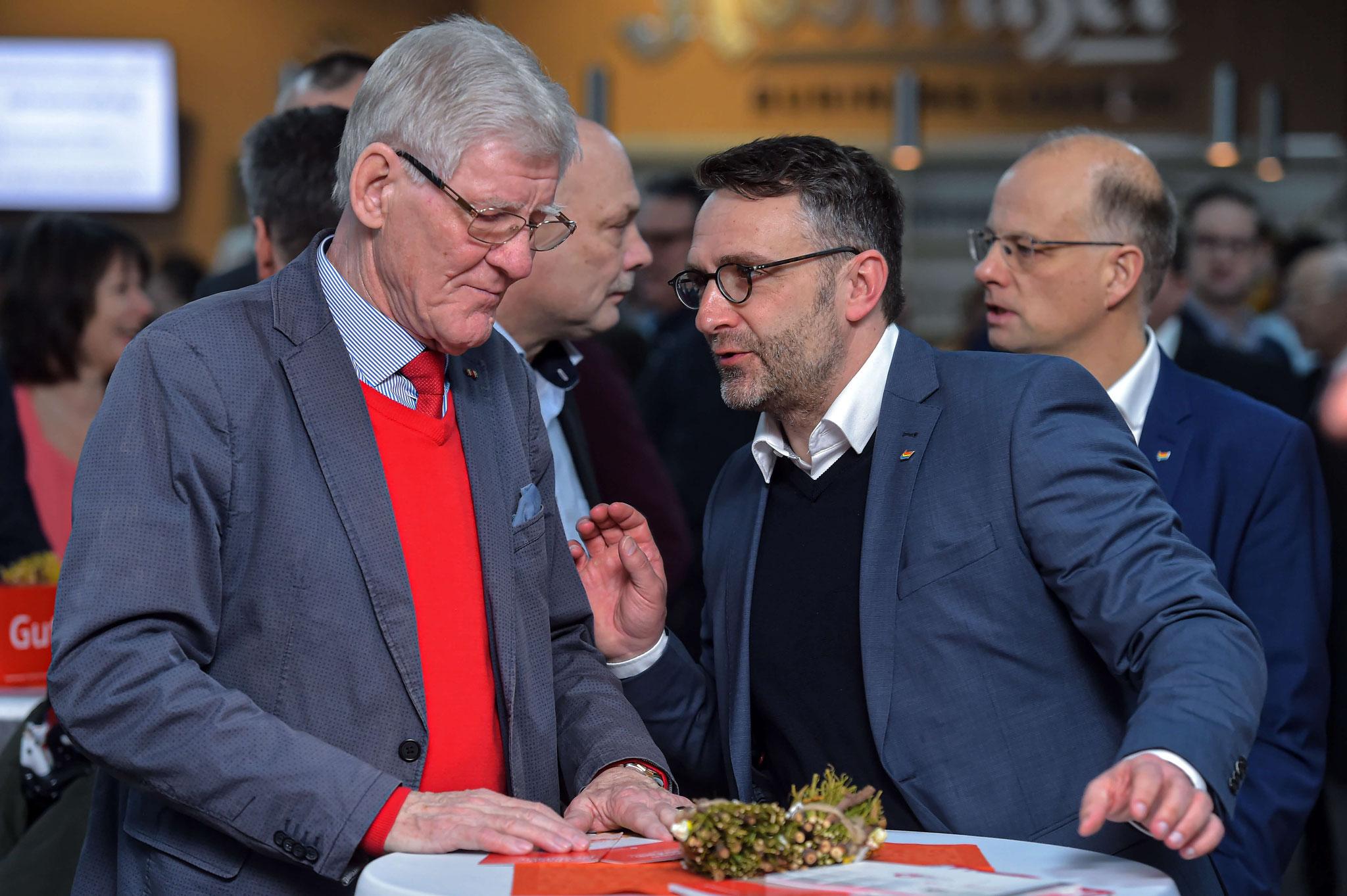 Volker Blumentritt (Orteilbürgermeister Lobeda) im Gespräch mit Gunnar Poschmann (jenawohnen)
