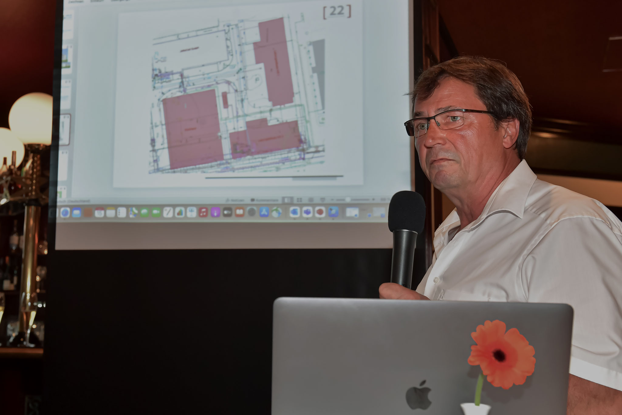 Herr Hacke berichtet über die Bauarbeiten der Stadtwerke
