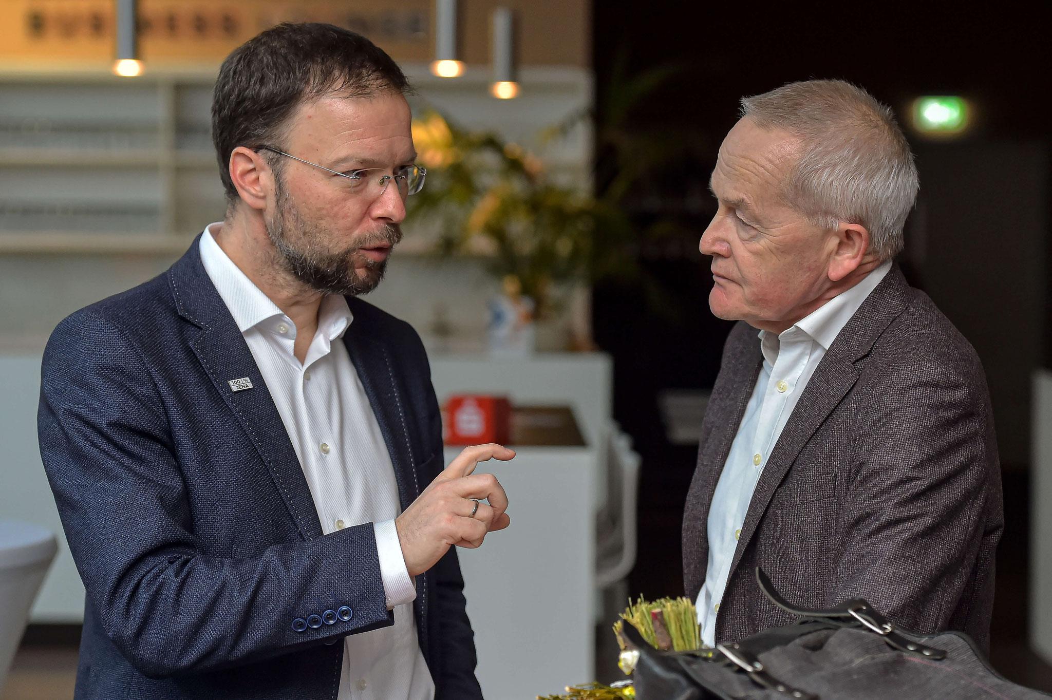 Oberbürgermeister der Stadt Jena, Dr. Thomas Nitzsche im Gespräch mit Prof. Dr. Everhard Holtmann