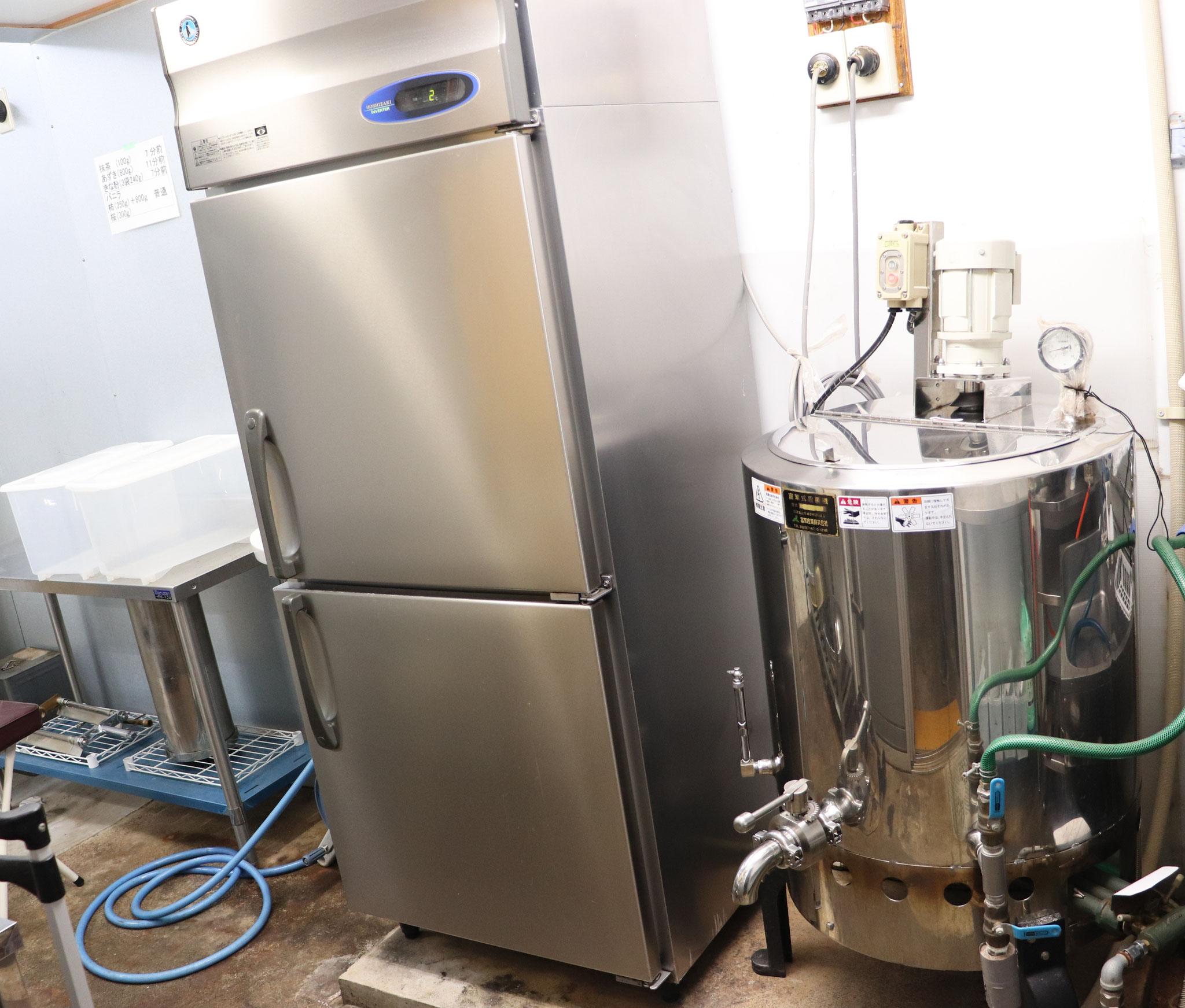 原料液の殺菌機から原料液一時保管まで最短で移動します。